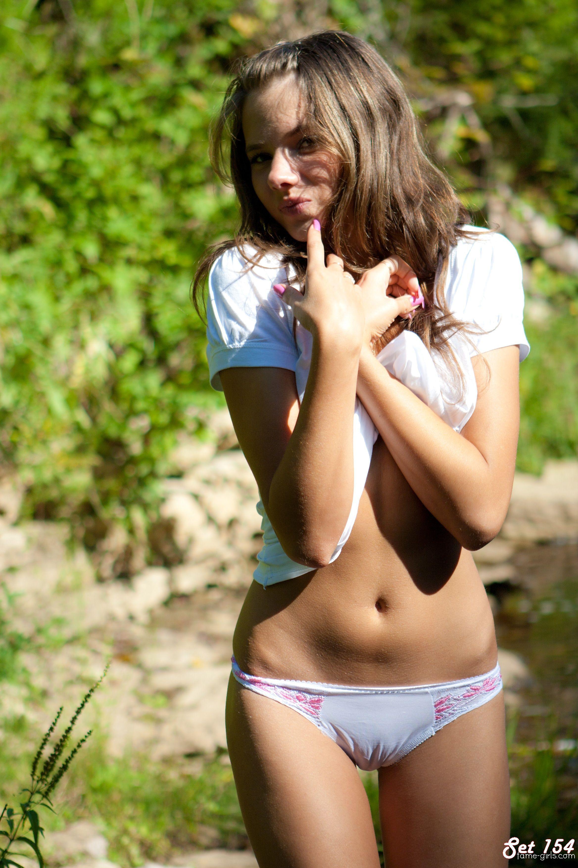 Порно с девушками в обтягивающих шортиках фото 630-812