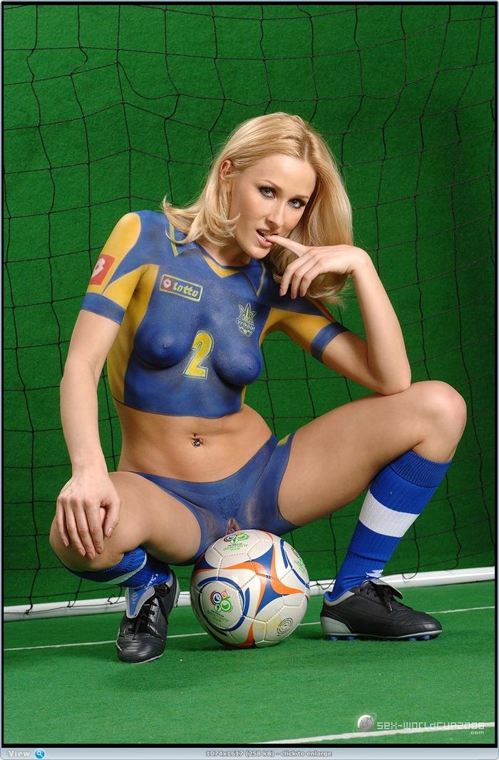 grandma-pussy-soccer-sex-girl-blue-uniform