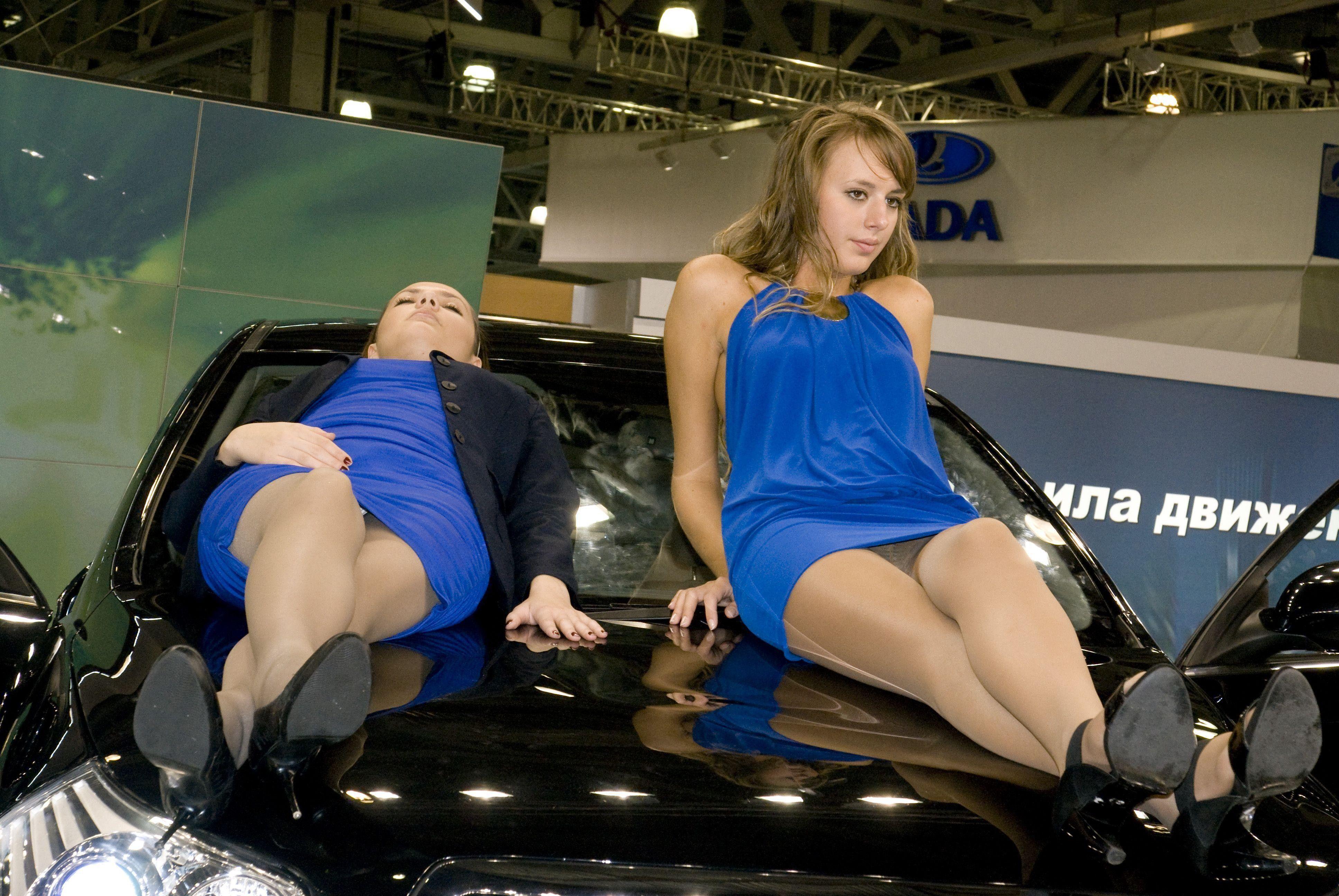 правило, трахают видео девушки на автовыставке без трусов конце концов