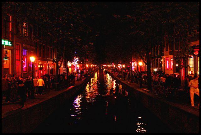 Бунт проституток с улицы Красных фонарей