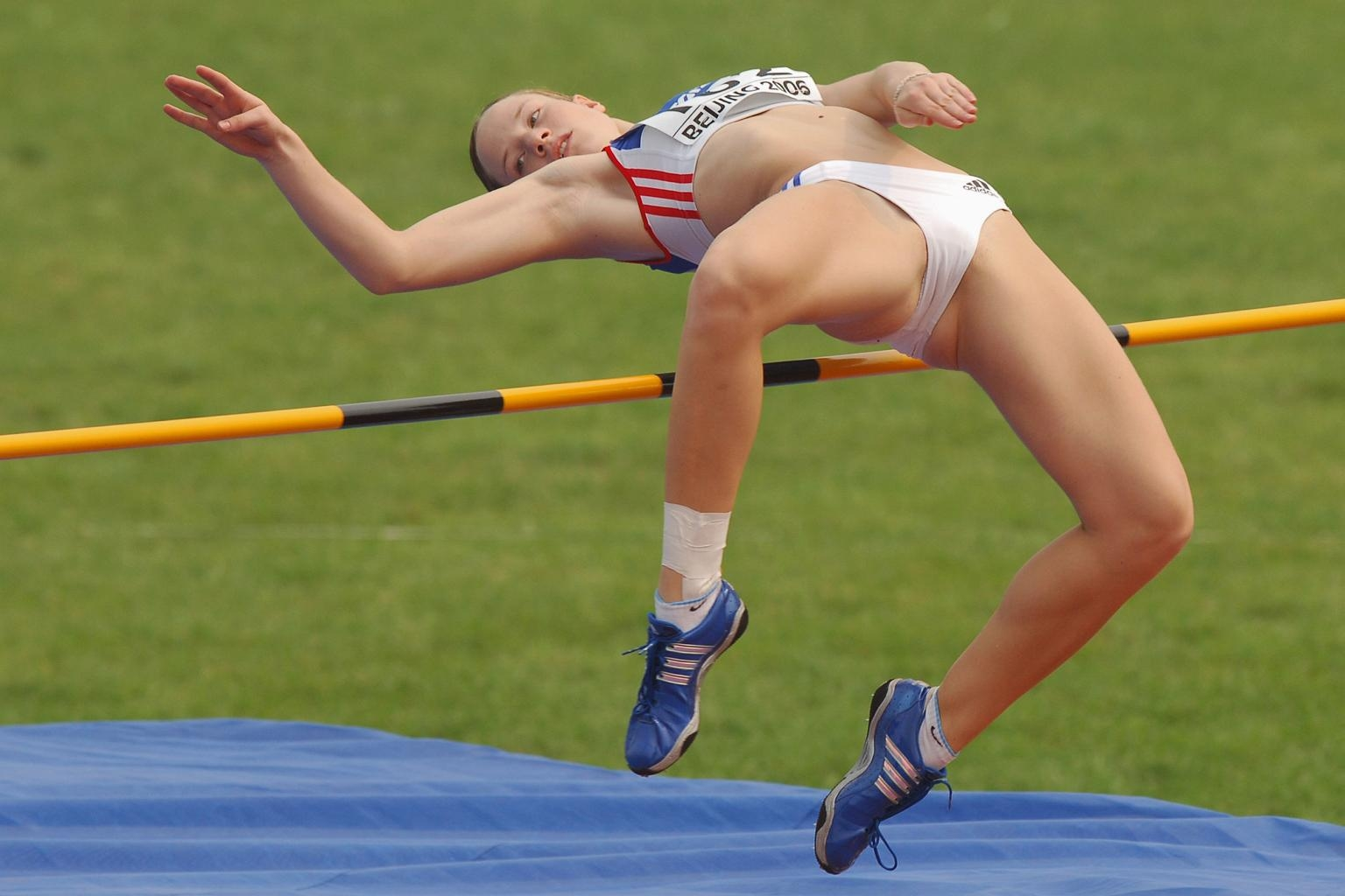 Спортсменка порвала костюм на жопе фото 19 фотография