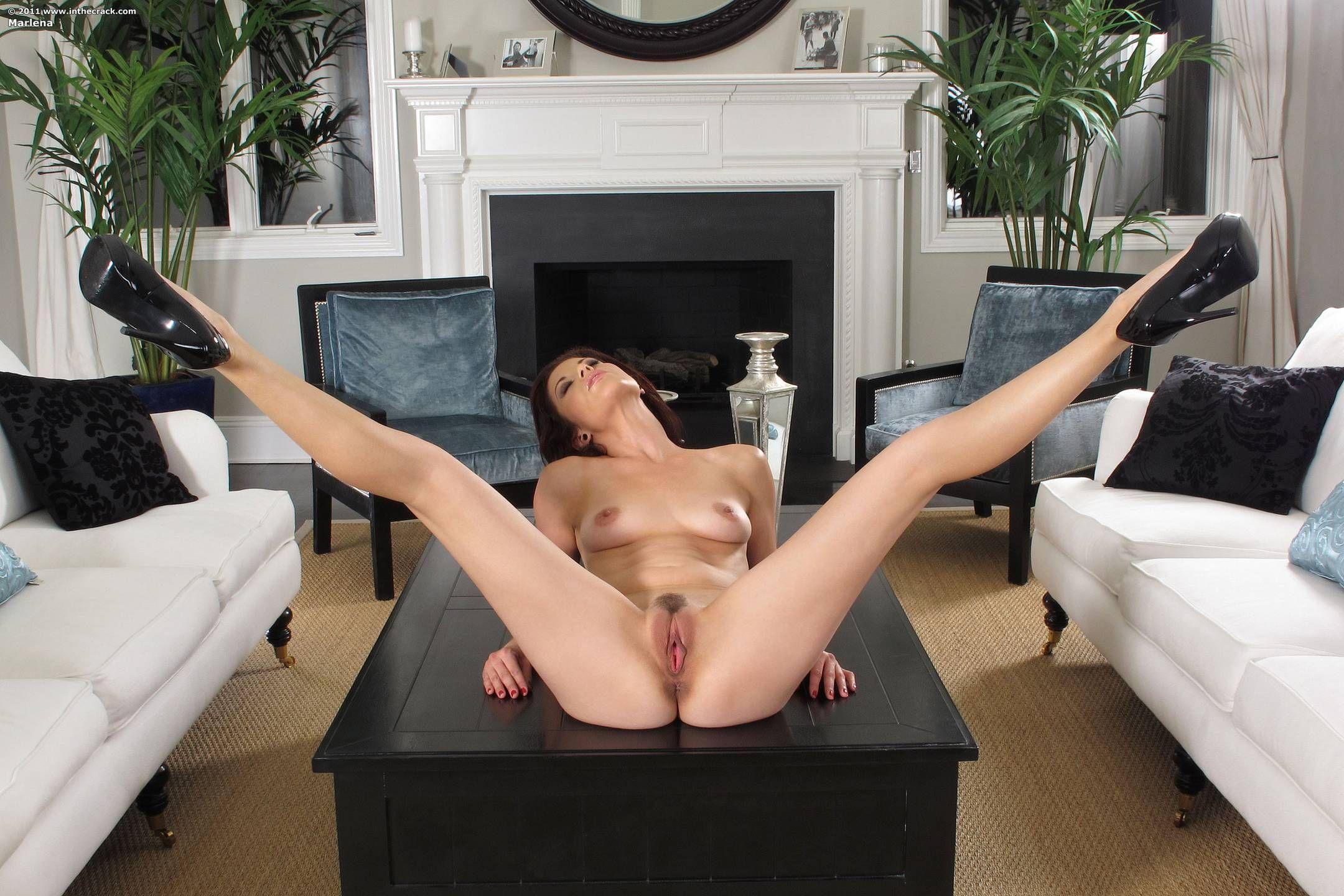 smotret-porno-foto-devushek-s-razdvinutimi-nogami-massazh-prostati-sperma-porno-video