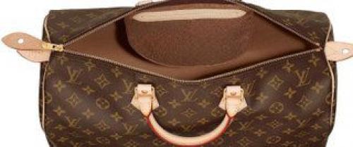 05682f7a35b9 На некоторых официальных фотографиях сумок Louis Vuitton коричневая  внутренняя ткань может быть похожей на замшу, но все-таки это хлопок.