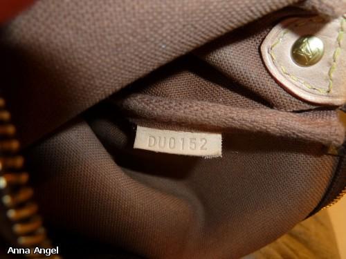 128b23a5db38 На каждой сумке Louis Vuitton есть код изделия. Он может быть на отдельном  хлястике или же просто выбит на какой то части сумки.