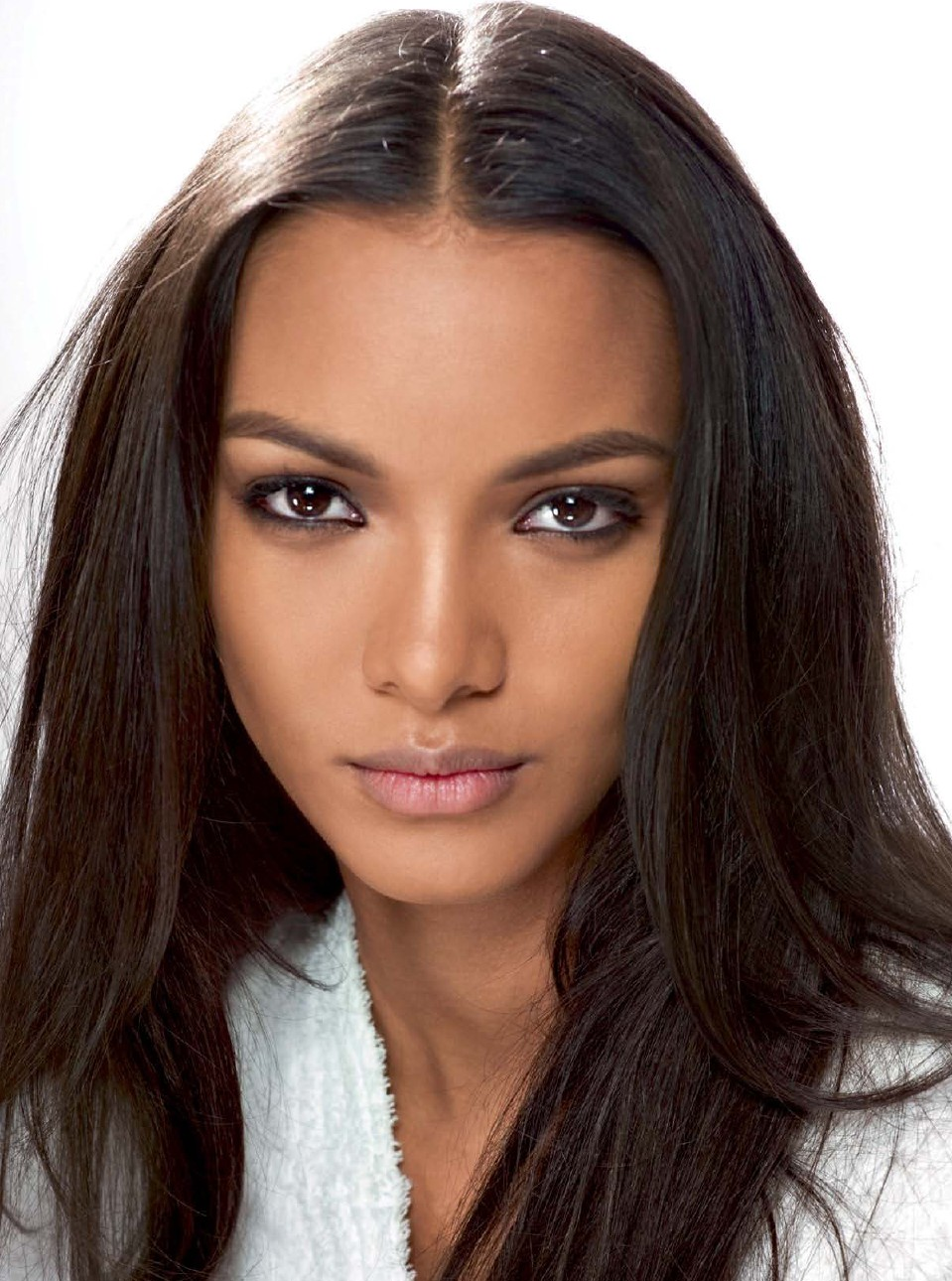 The 26-year old daughter of father (?) and mother(?), 180 cm tall Lais Ribeiro in 2017 photo