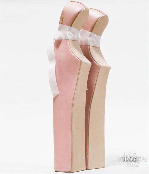Çılğın ayaqqabılar sərgisi
