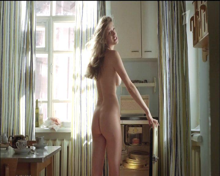 golaya-anna-chipovskaya-v-filme