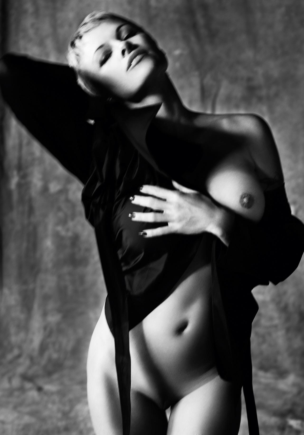 Найти фотомодель для фотосъемки обнаженки #12