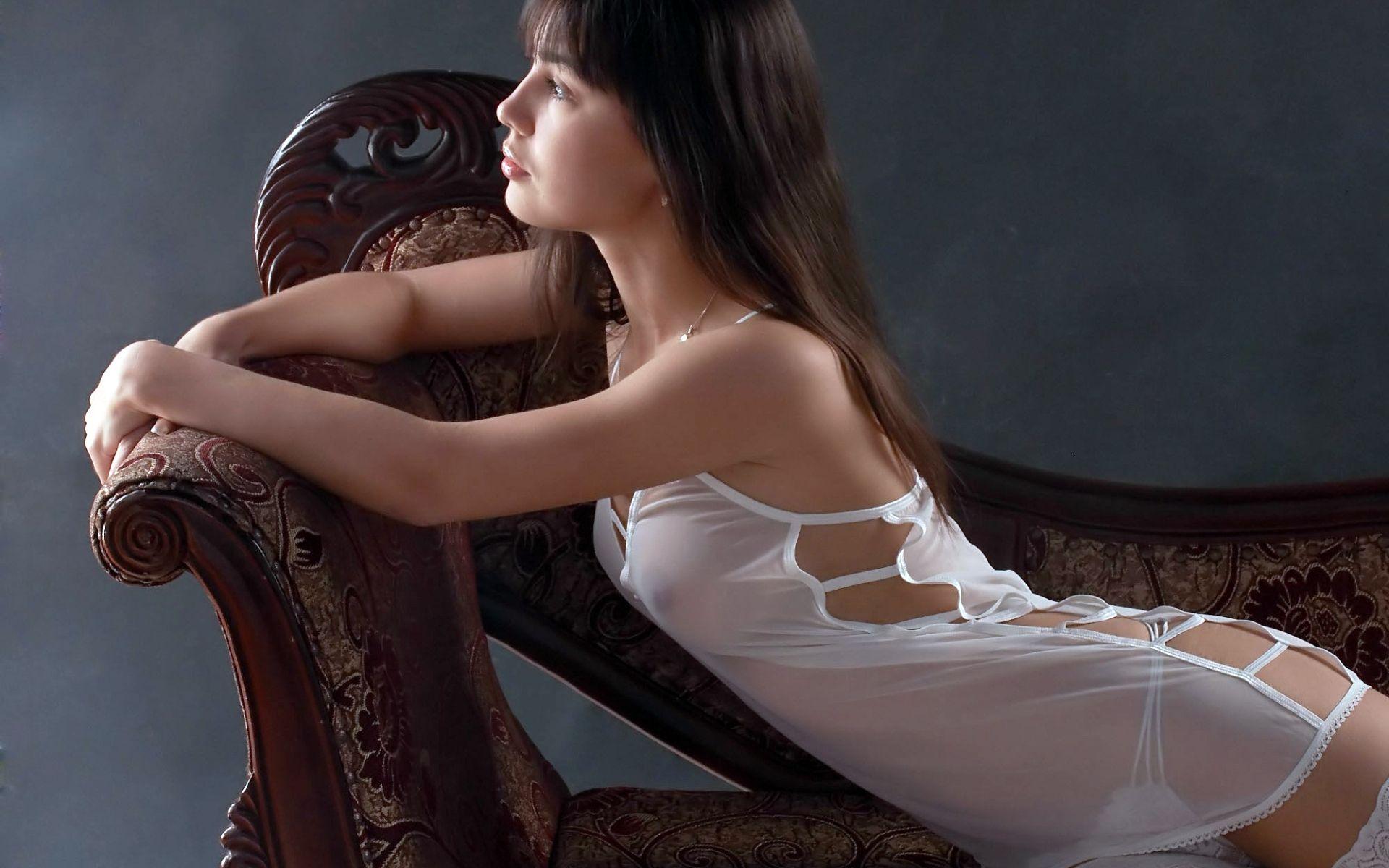 Фото женщин в прозрачных белых трусиках, Прозрачные трусики девушек порно фото 7 фотография