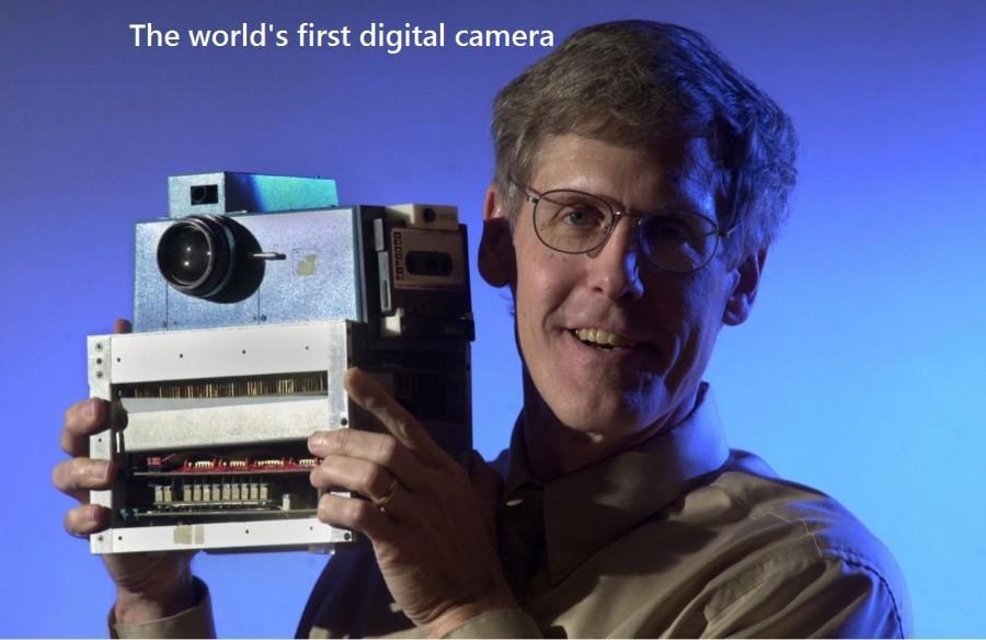 Первый цифровой фотоаппарат