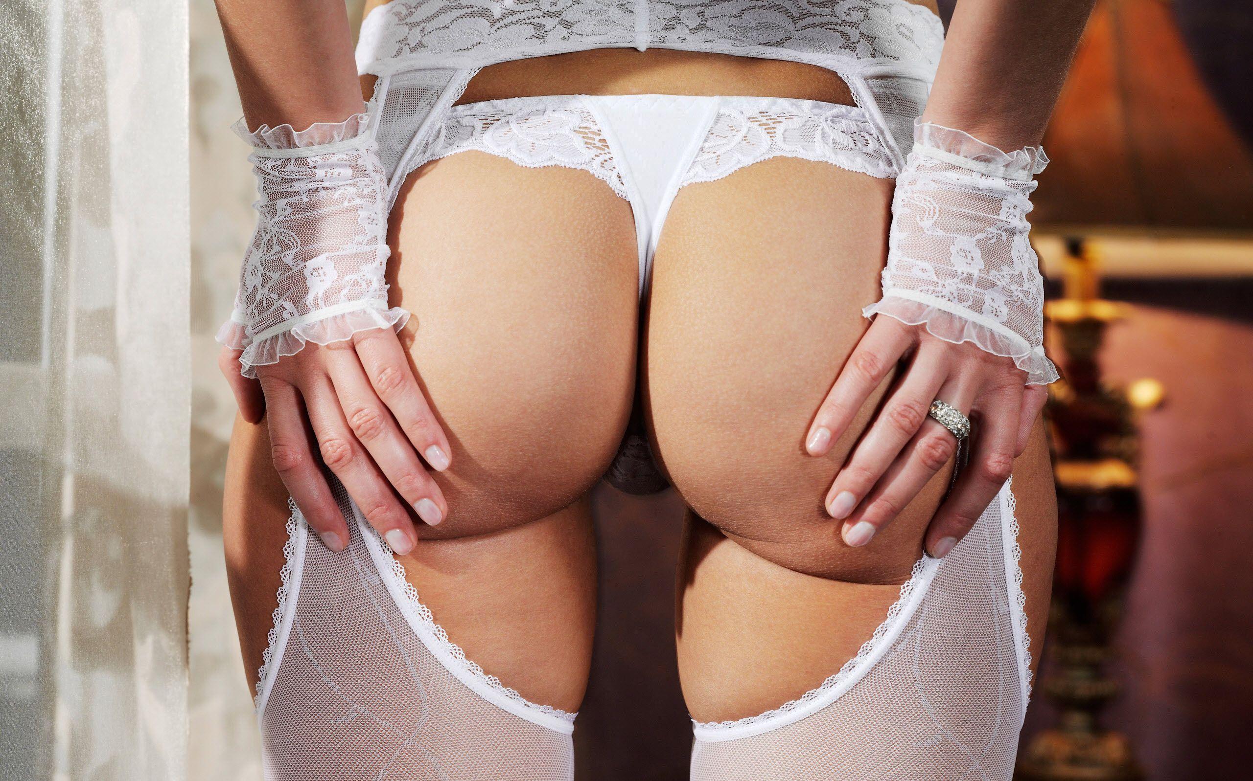 Фото больших женских поп в кружевном белье 24 фотография