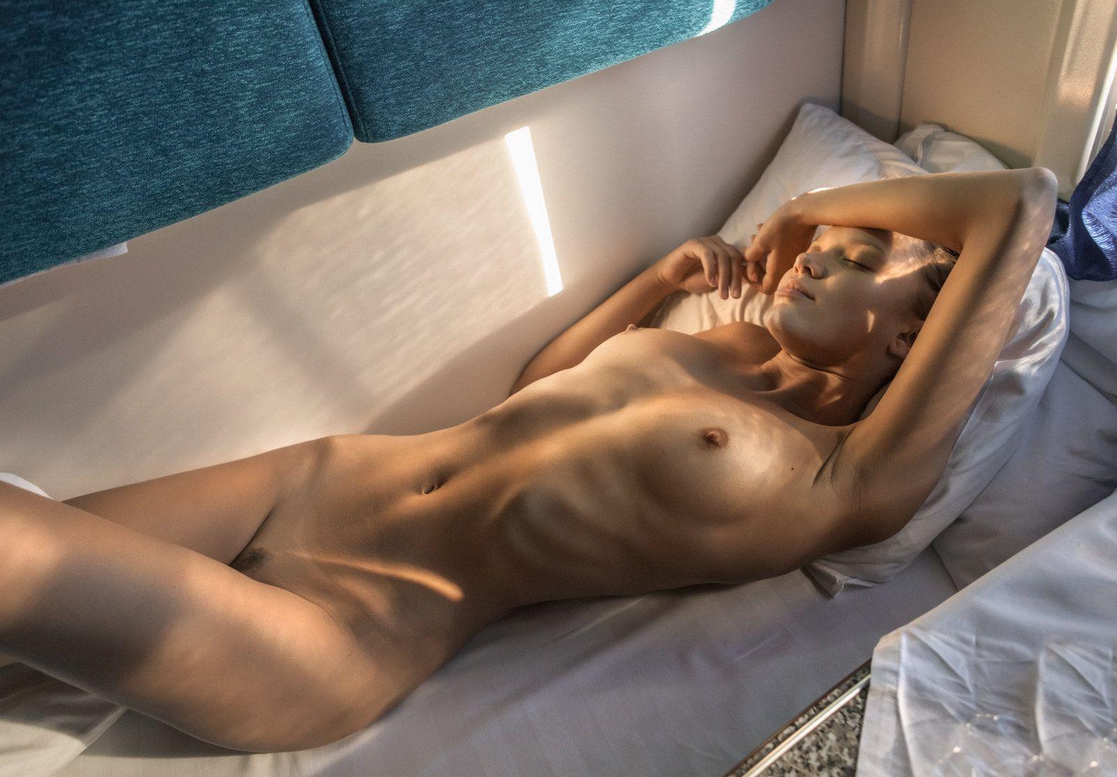 krasiviy-seks-s-krasivoy-blondinkoy-v-tualete