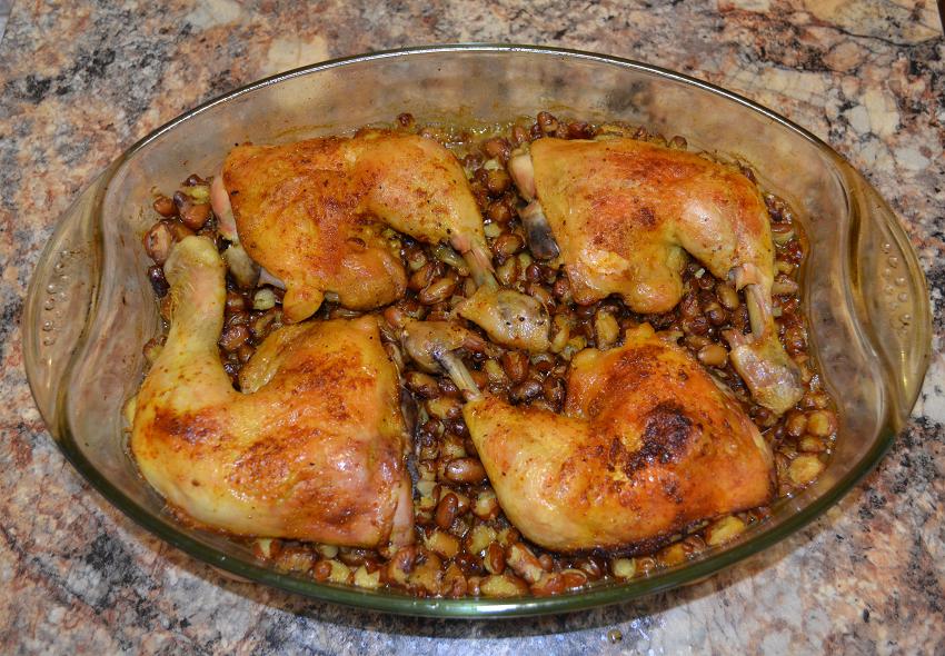 Запеченные куриные окорочка с фасолью