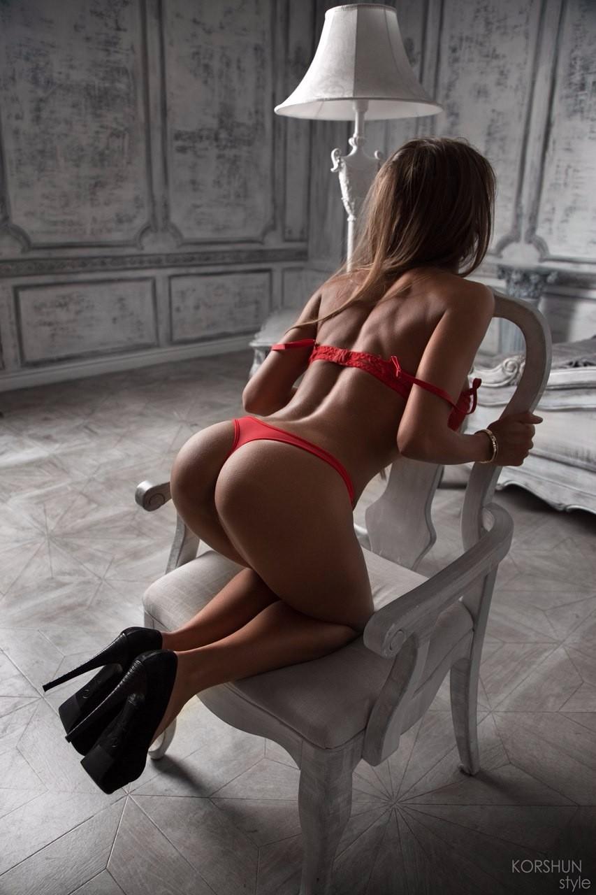 Красно белье и каблуки