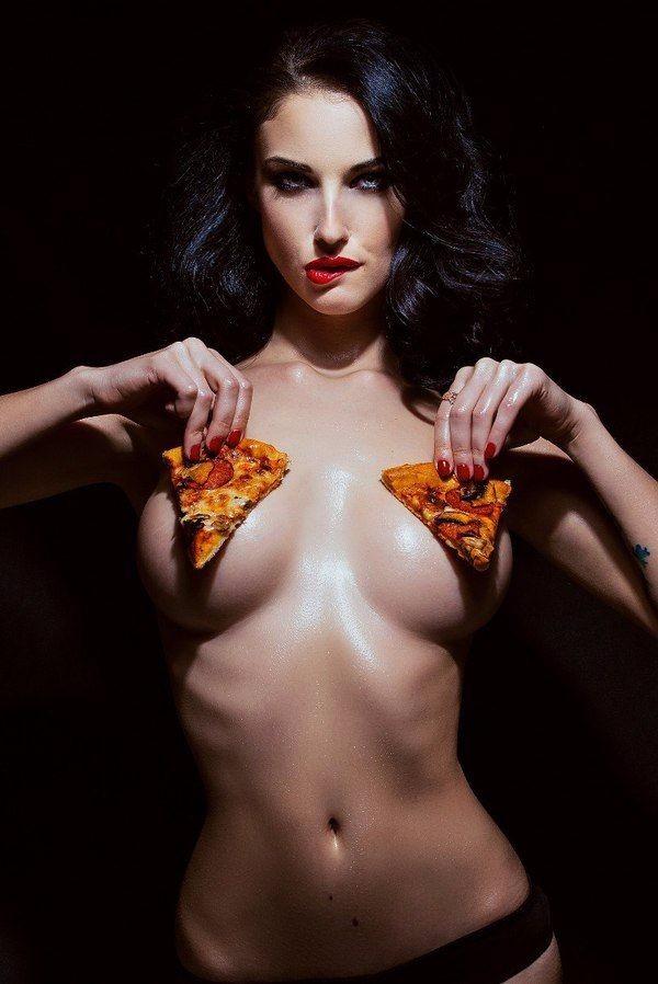 Два куска пиццы