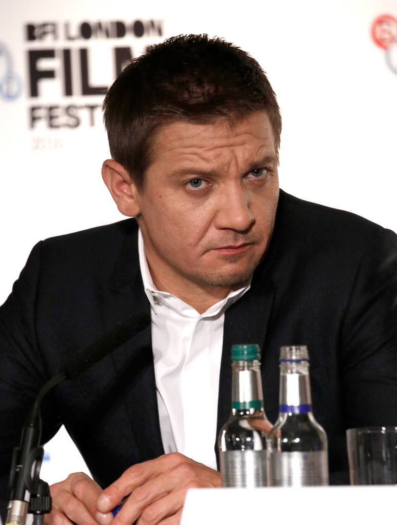 Jeremy+Renner+Arrival+Press+Conference+60th+HehQxKUNv4Wx.jpg
