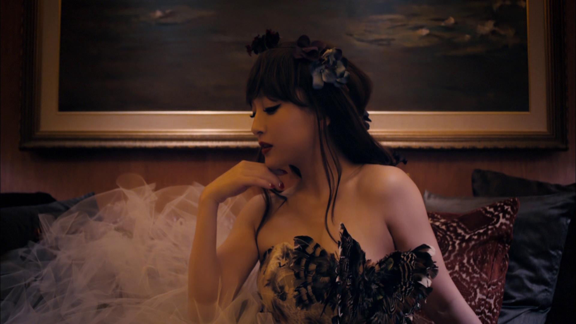 20161104.03.40 Ayumi Hamasaki - Flower (PV) (Blu-Ray HD) (JPOP.ru).jpg