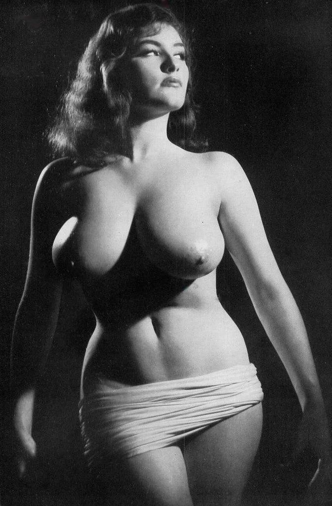 Черно белые фотографии в стиле ретро голых девушек немок
