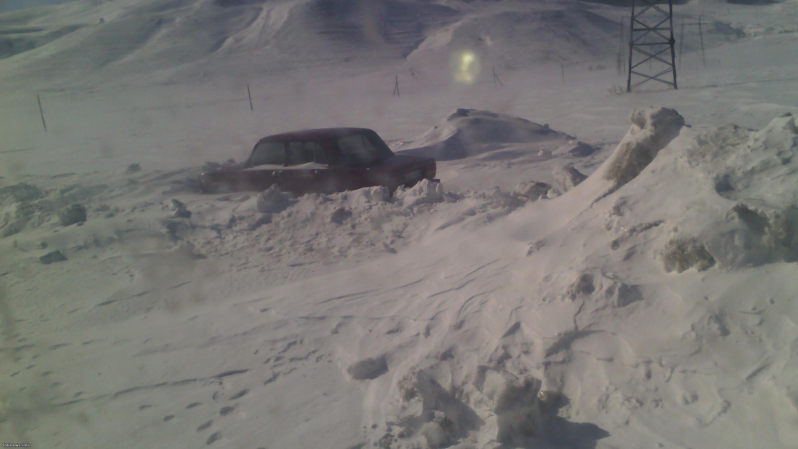 Ձնաբուք Լոռու մարզում.տասնյակ մեքենաներ մնացել են ձյան տակ. օգնության են հասել փրկարարները(Ֆոտո, Վիդեո)
