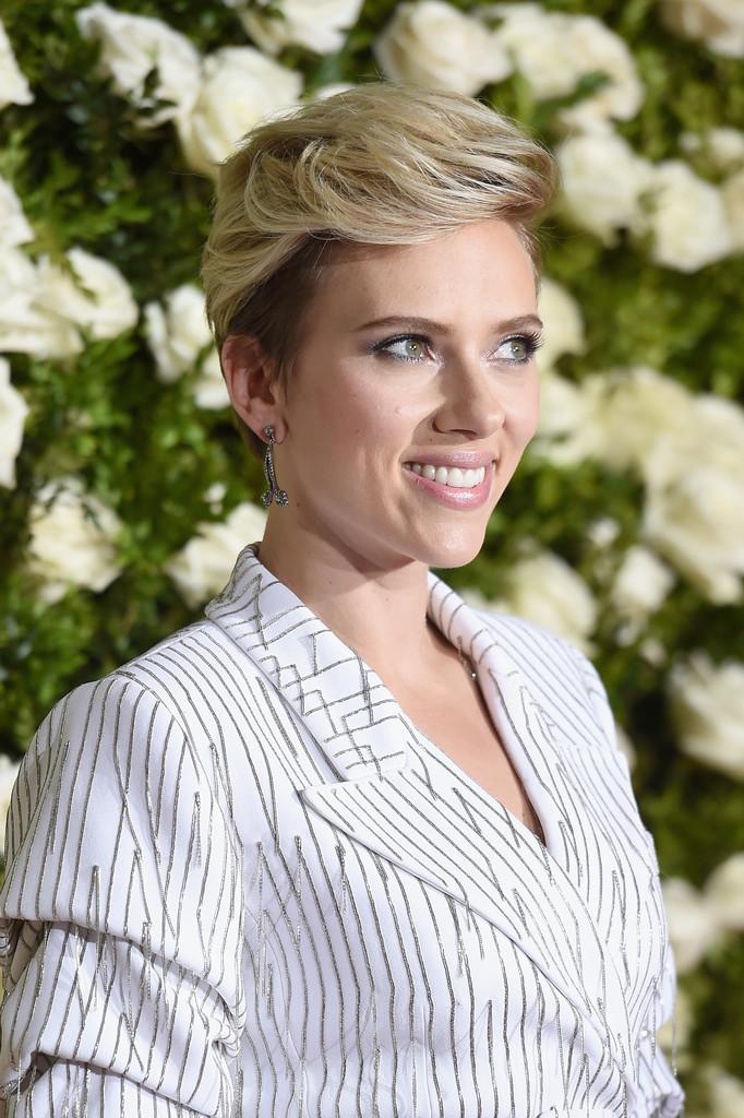 Scarlett+Johansson+2017+Tony+Awards+Arrivals+Oxui5coiBr1x.jpg