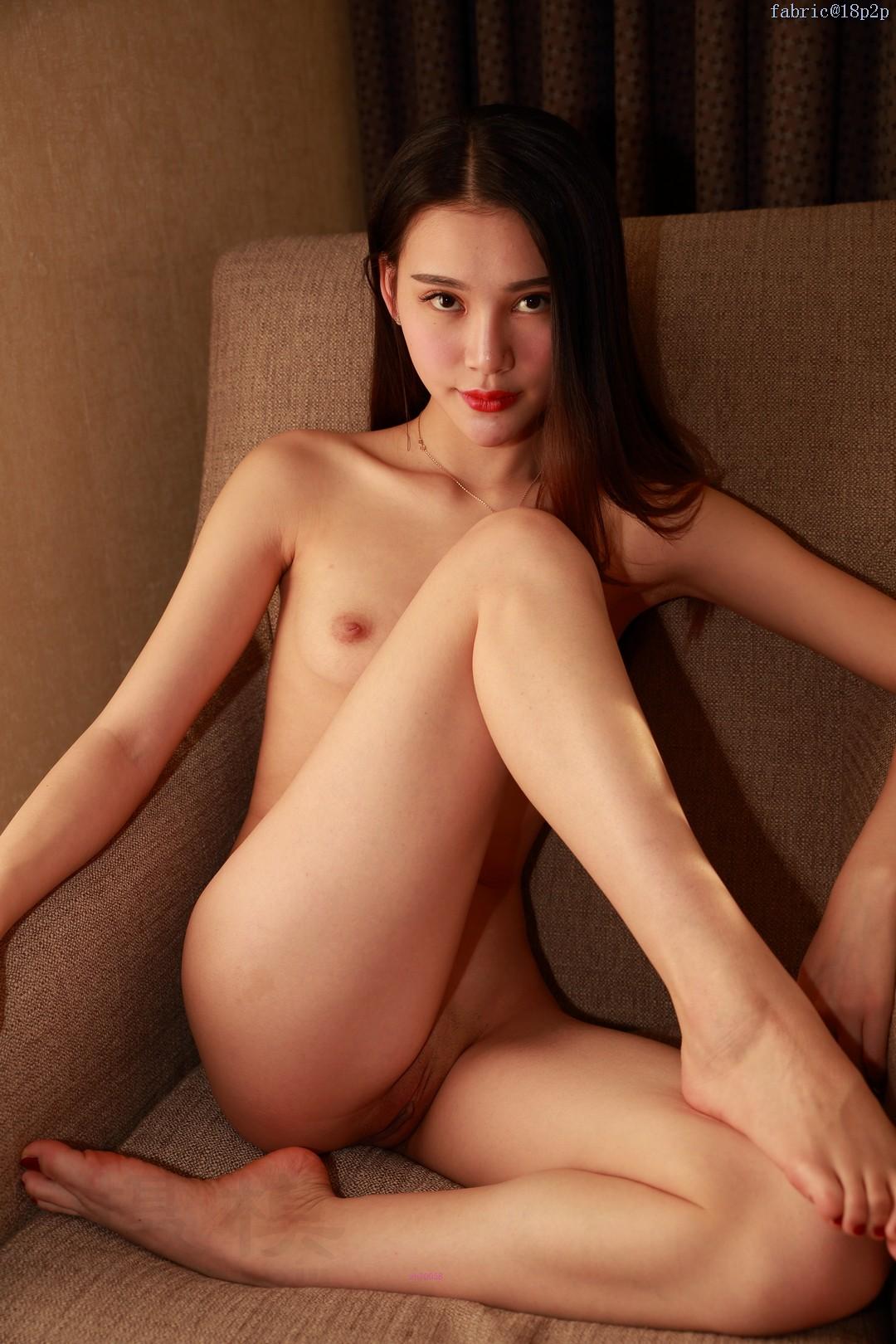 【九兒】小胸美眉掰開肥鮑露出淫水直流的粉嫩肉穴私拍套圖003
