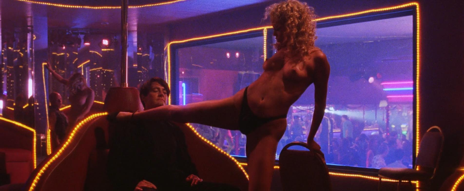 Elizabeth-Berkley-nude-full-frontal-sex-Showgirls-1995-hd1080p3.jpg