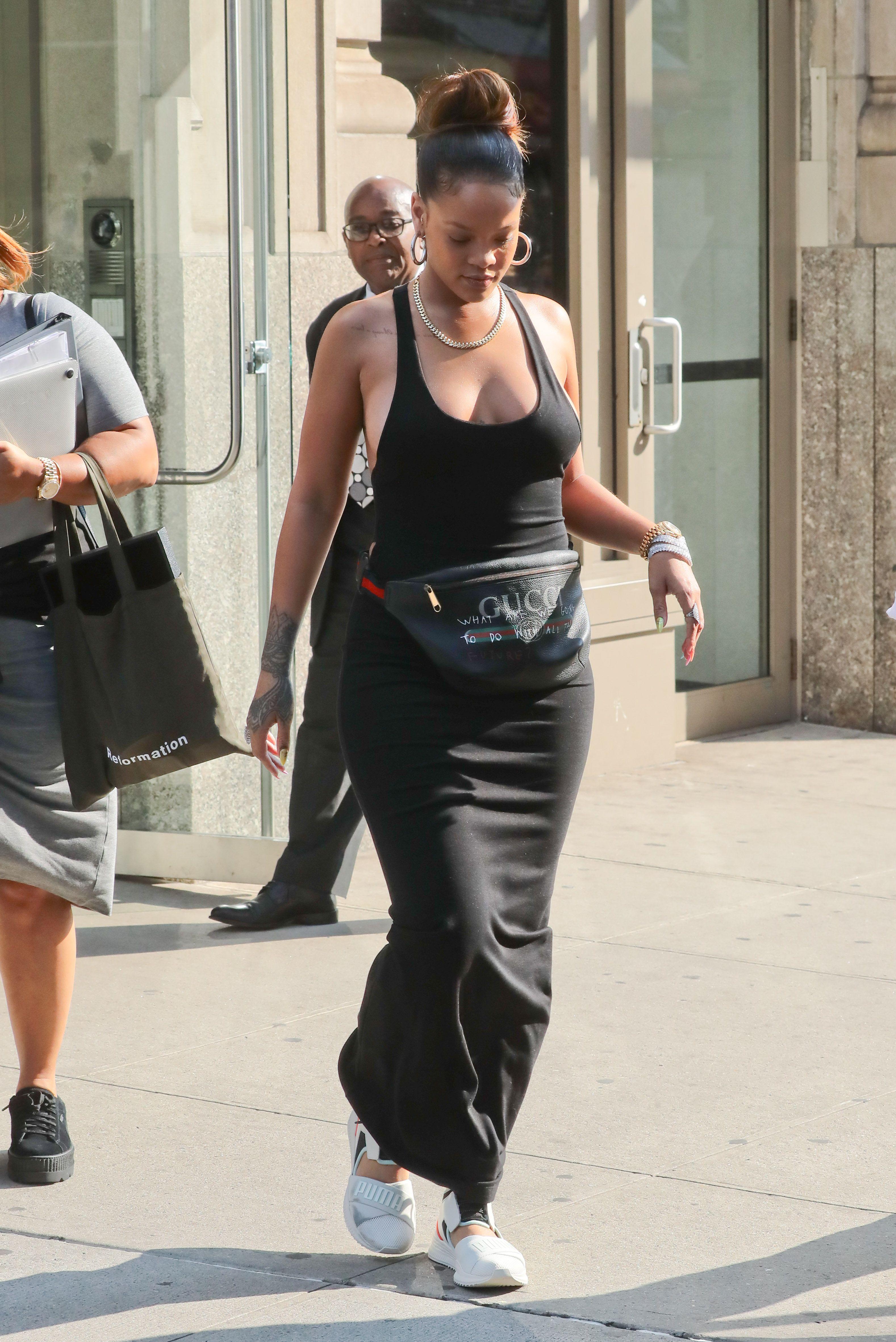 Rihanna-Braless-12-thefappeningblog.com_.jpg