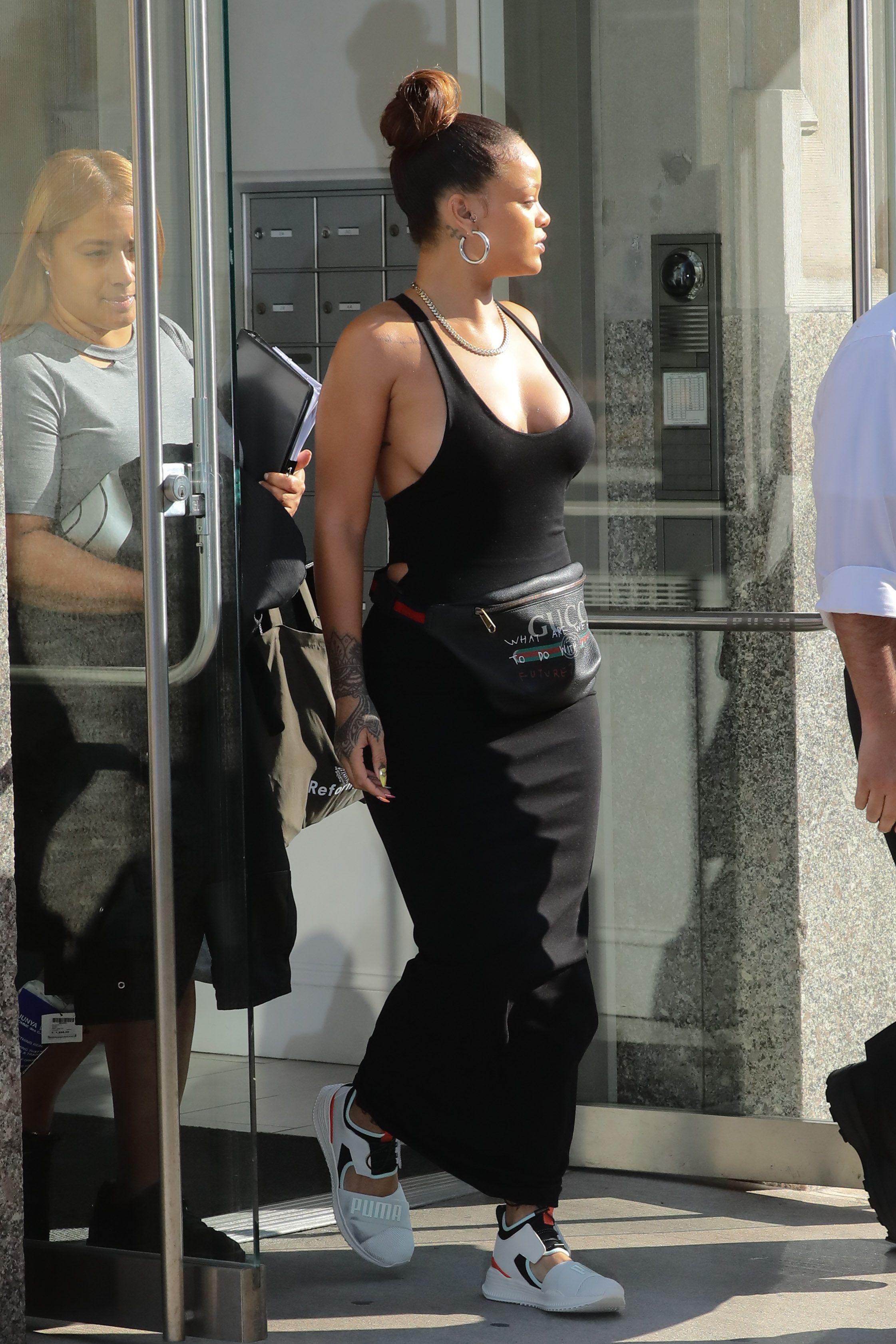 Rihanna-Braless-4-thefappeningblog.com_.jpg