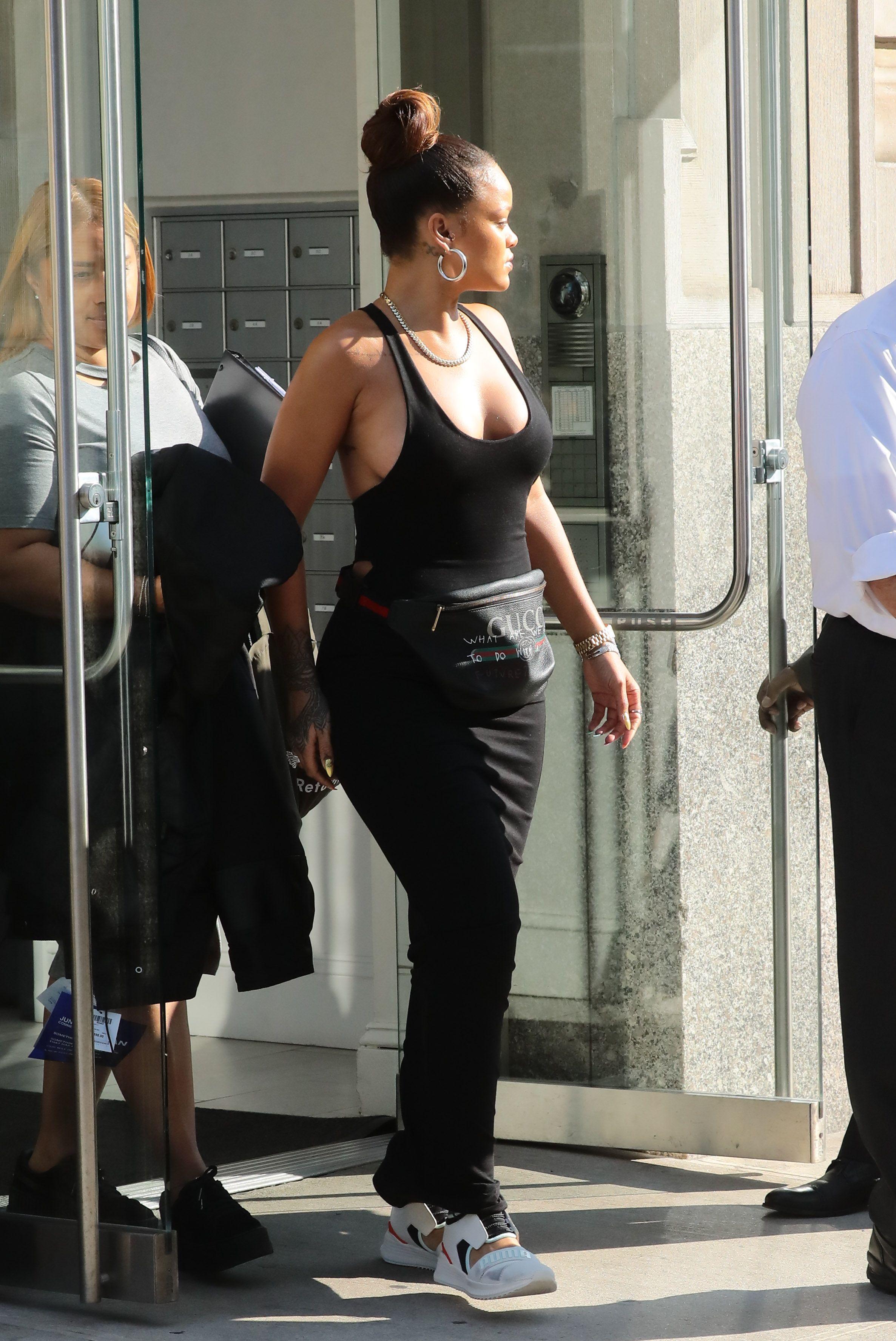 Rihanna-Braless-6-thefappeningblog.com_.jpg