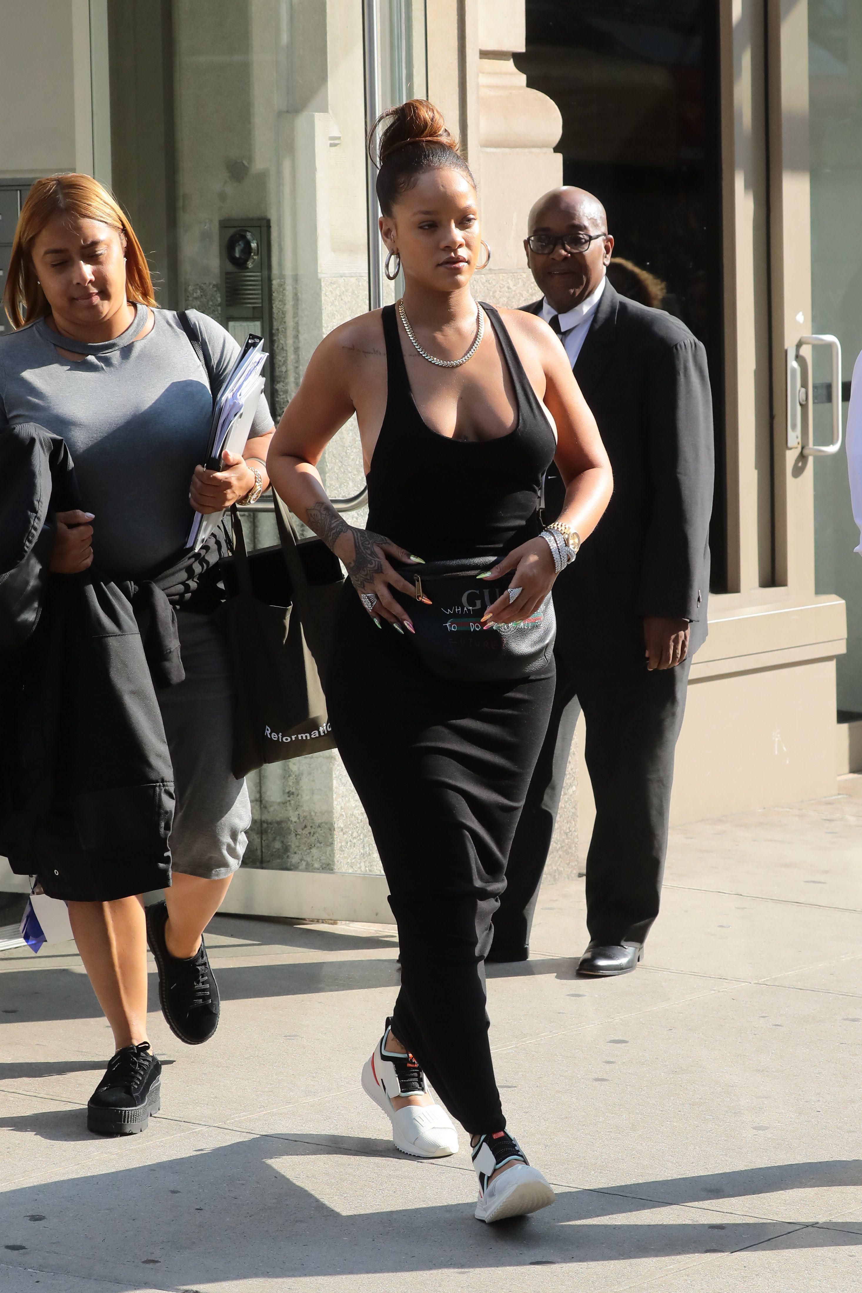 Rihanna-Braless-3-thefappeningblog.com_.jpg