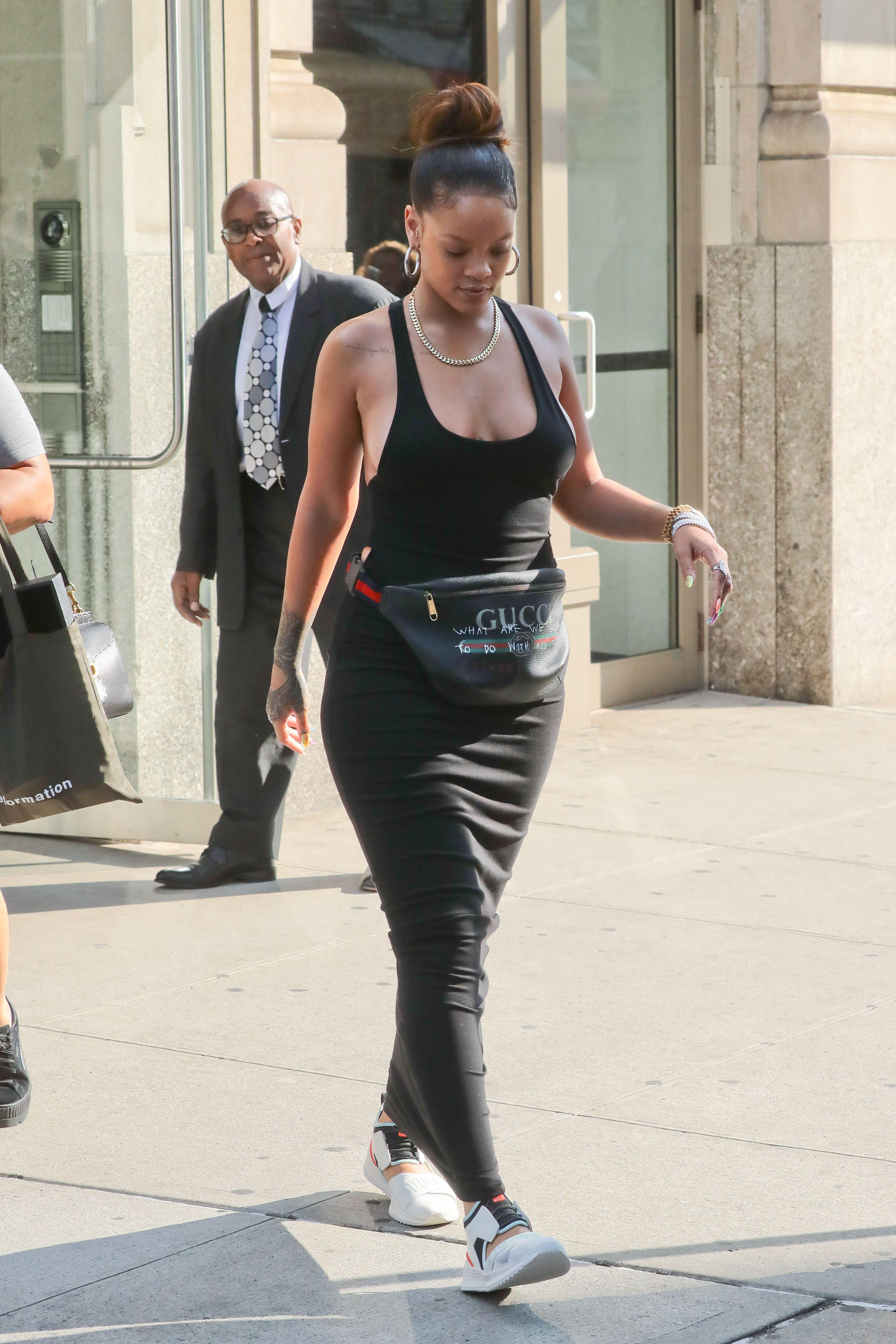 Rihanna-Braless-15-thefappeningblog.com_.jpg