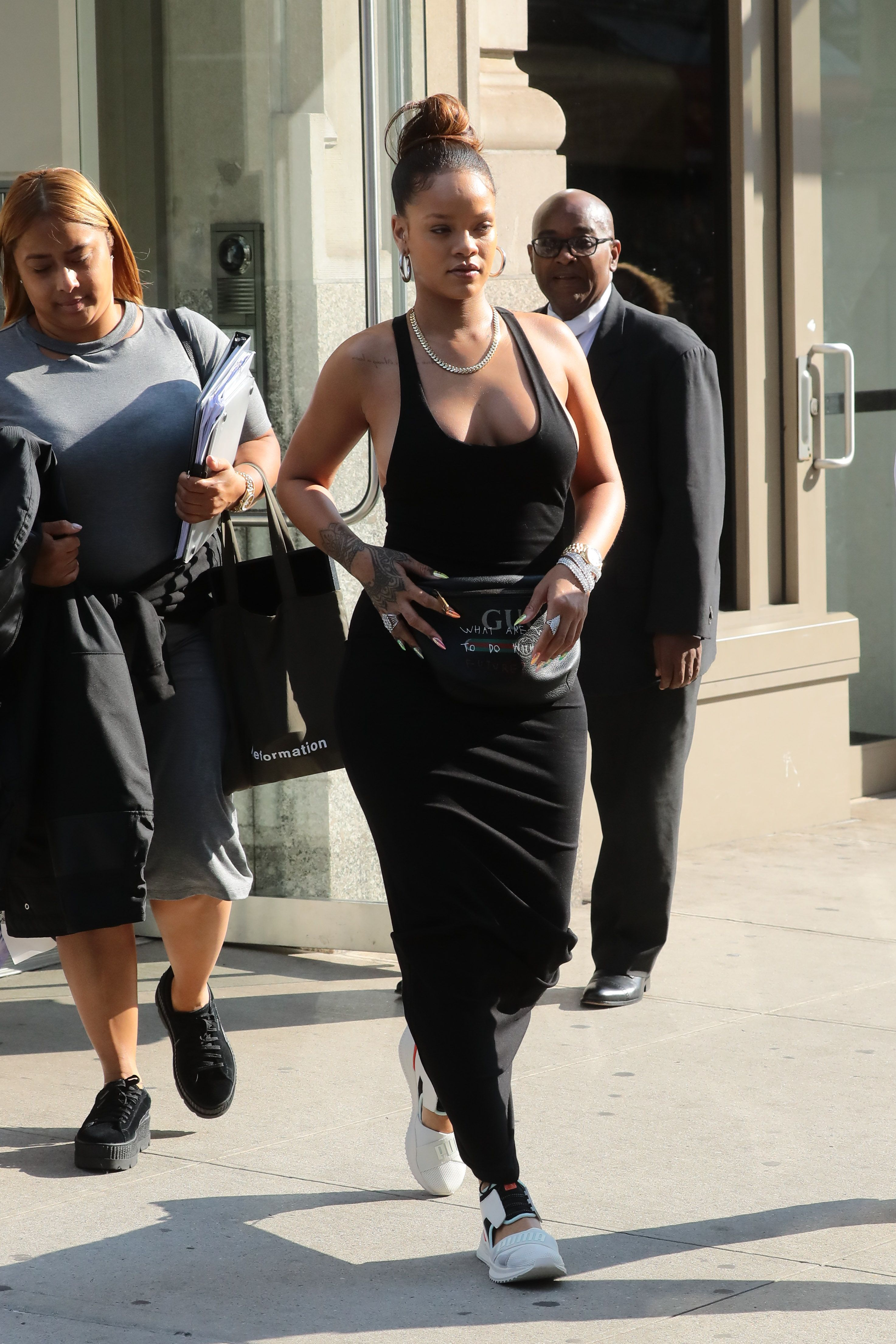 Rihanna-Braless-28-thefappeningblog.com_.jpg