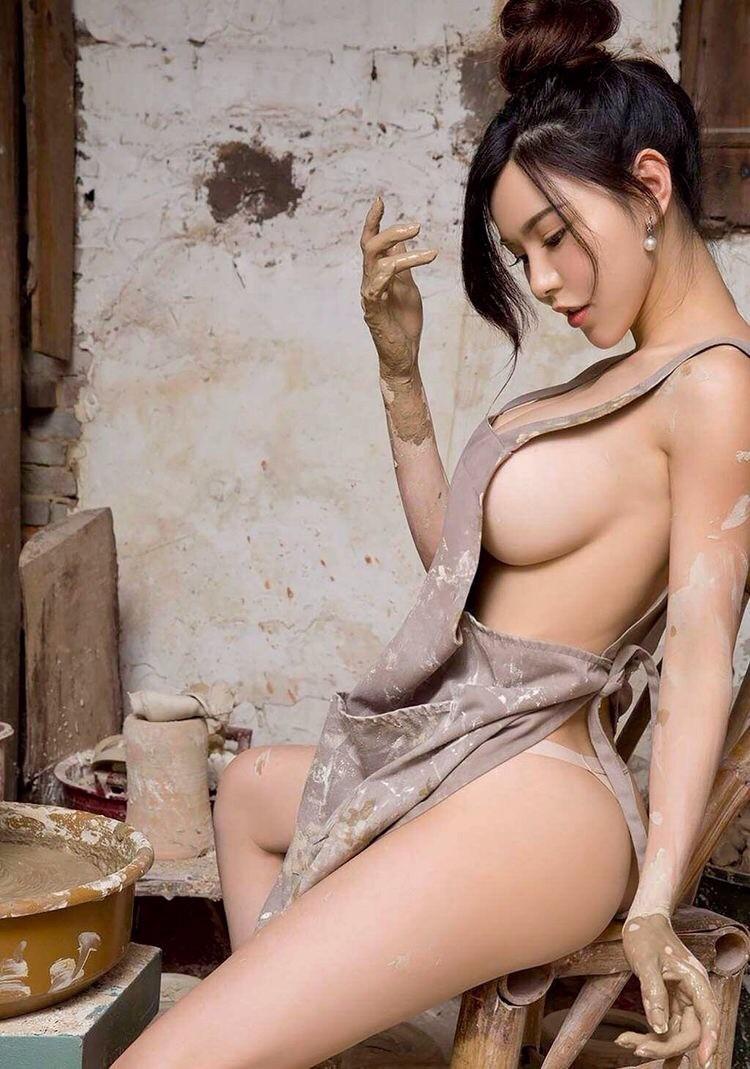Фартук на голое тело