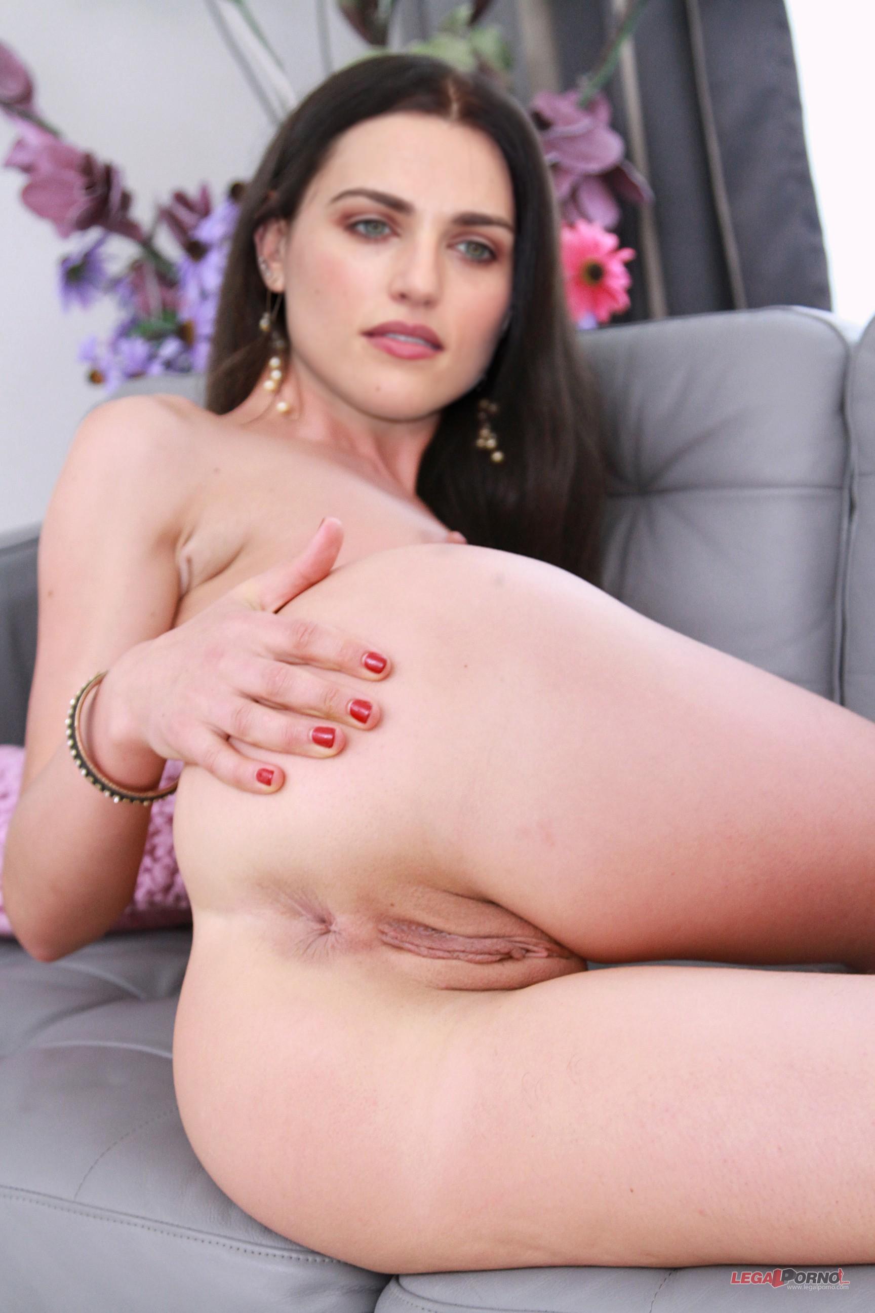Katie McGrath  nackt