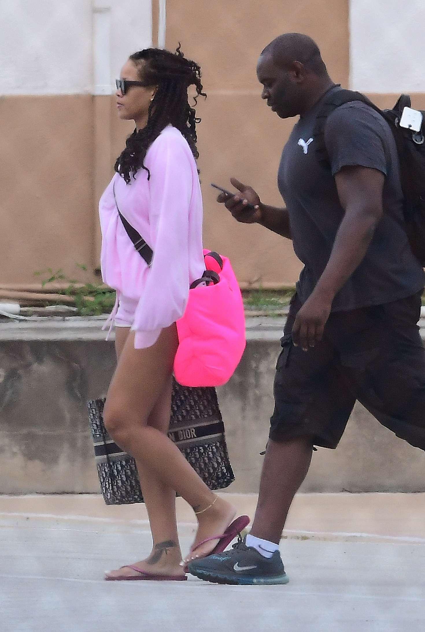 Rihanna-in-Pink-Shorts--08.jpg