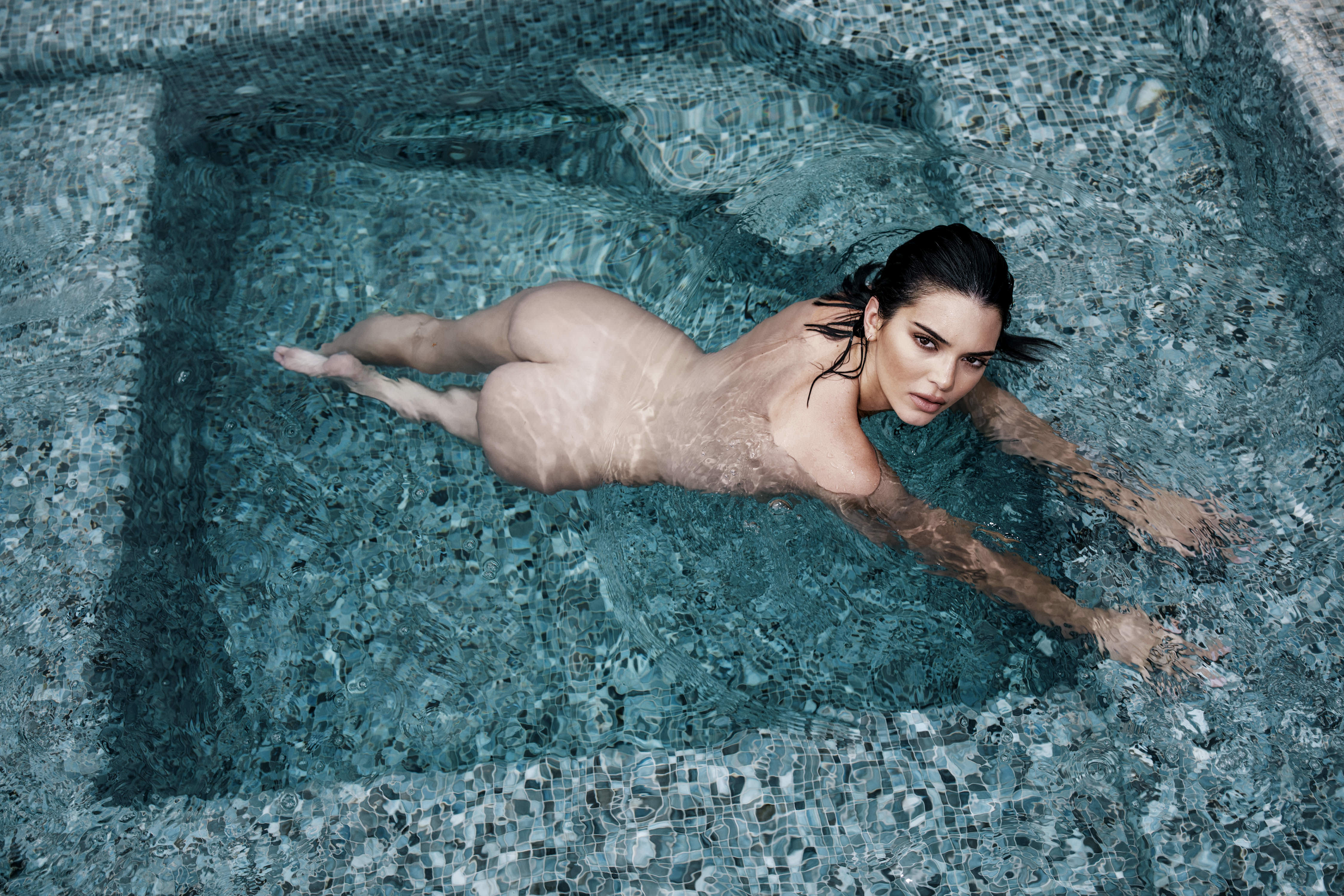0810235419680_02_Kendall-Jenner-Nude-TheFappeningBlog.com-3.jpg