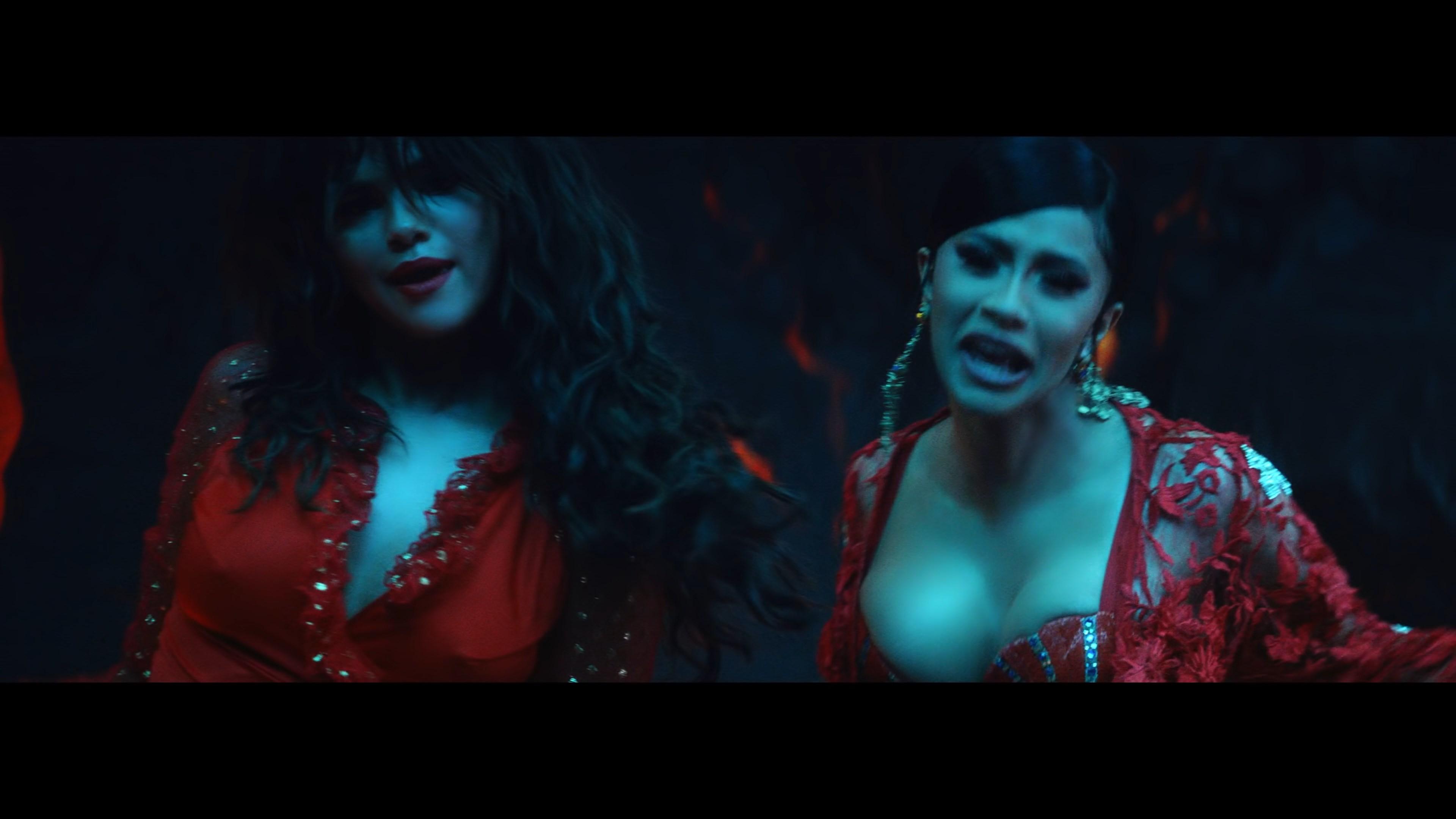 DJ Snake - Taki Taki ft. Selena Gomez, Ozuna, Cardi B.webm_snapshot_02.05_[2018.10.10_14.28.20].jpg