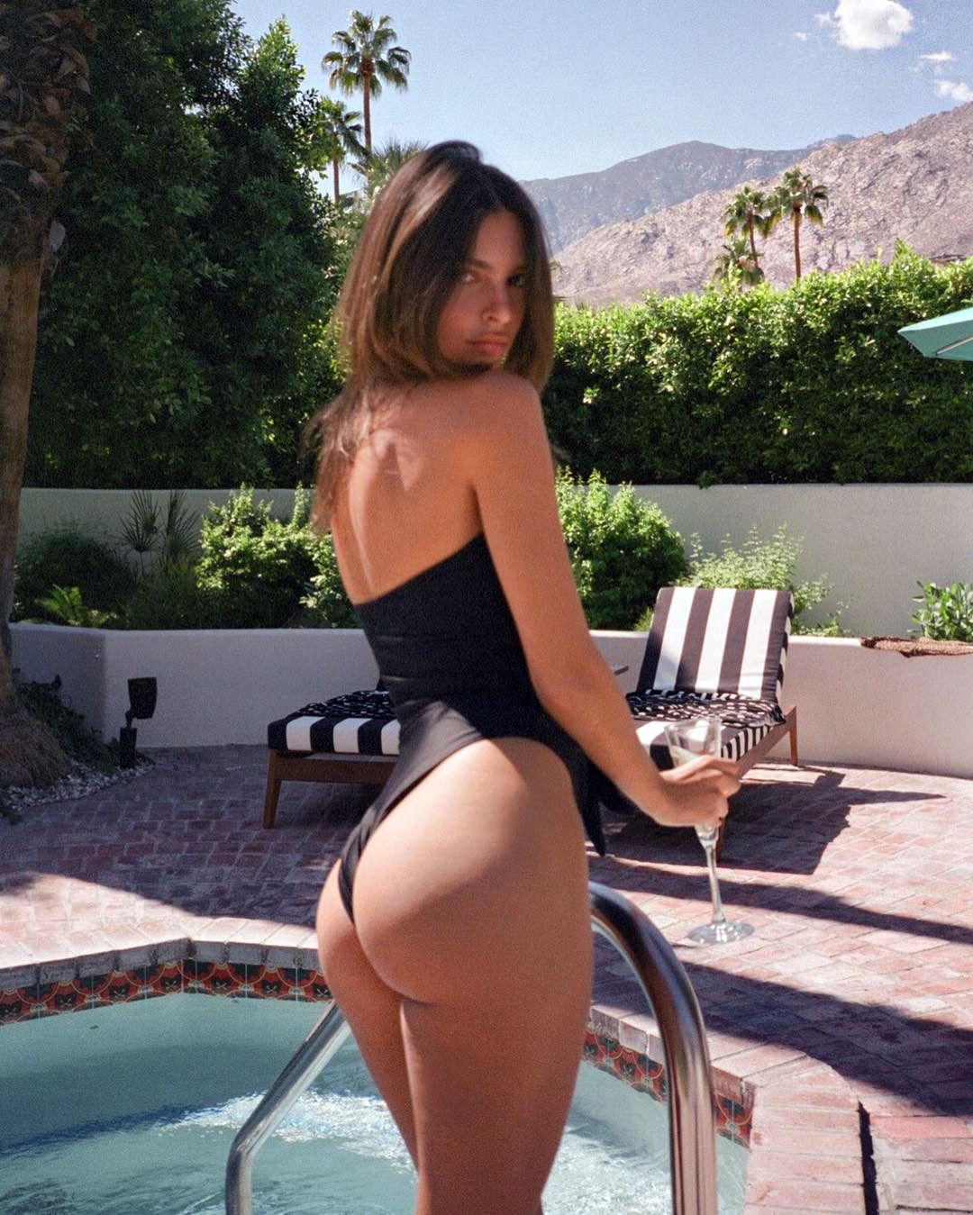 0919035923252_0_Emily-Ratajkowski-Sexy-Hot-1-thefappeningblog.com_.jpg