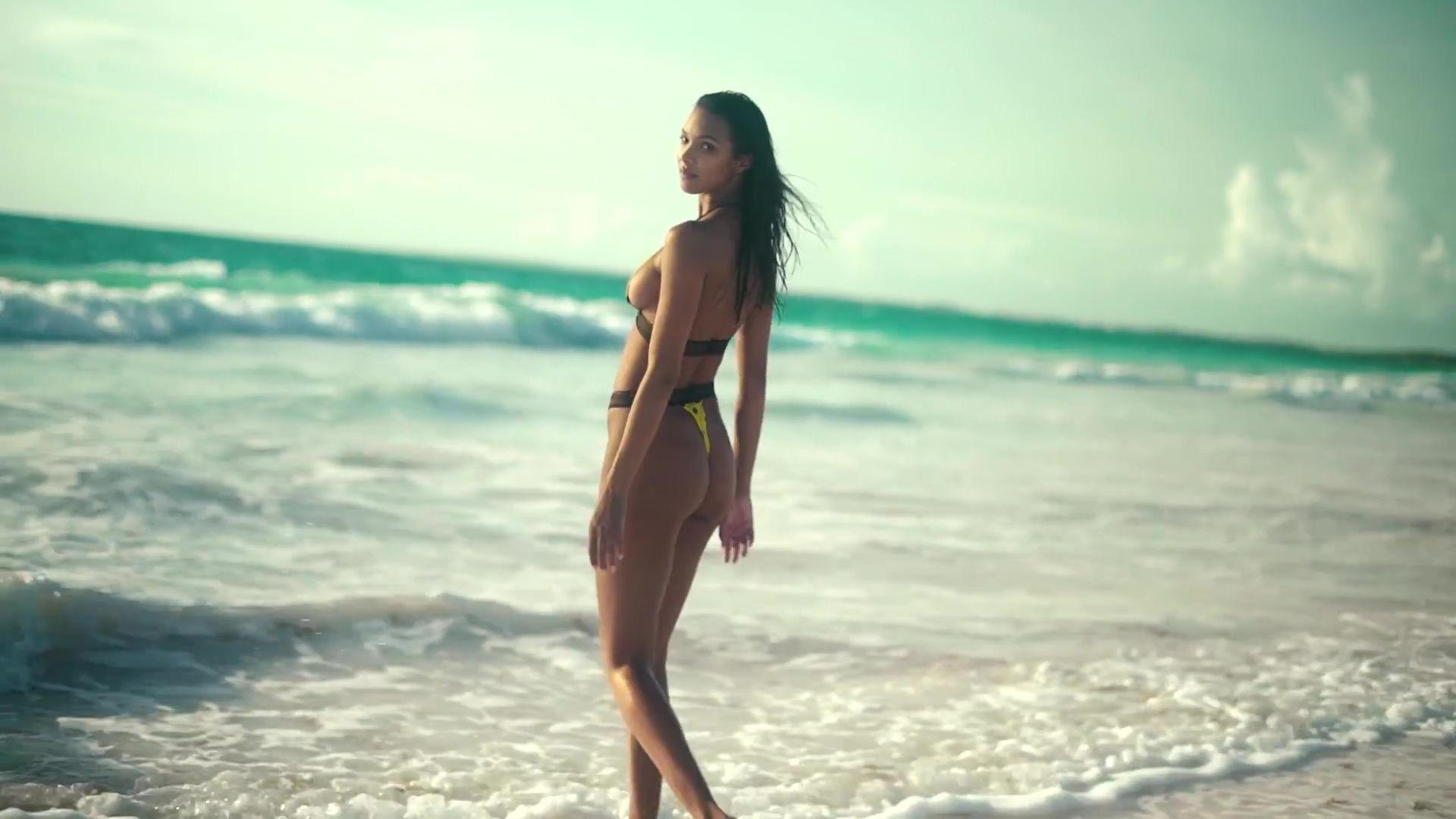 0919045630832_33_Lais-Ribeiro-Sexy-TheFappeningBlog.com-34.jpg
