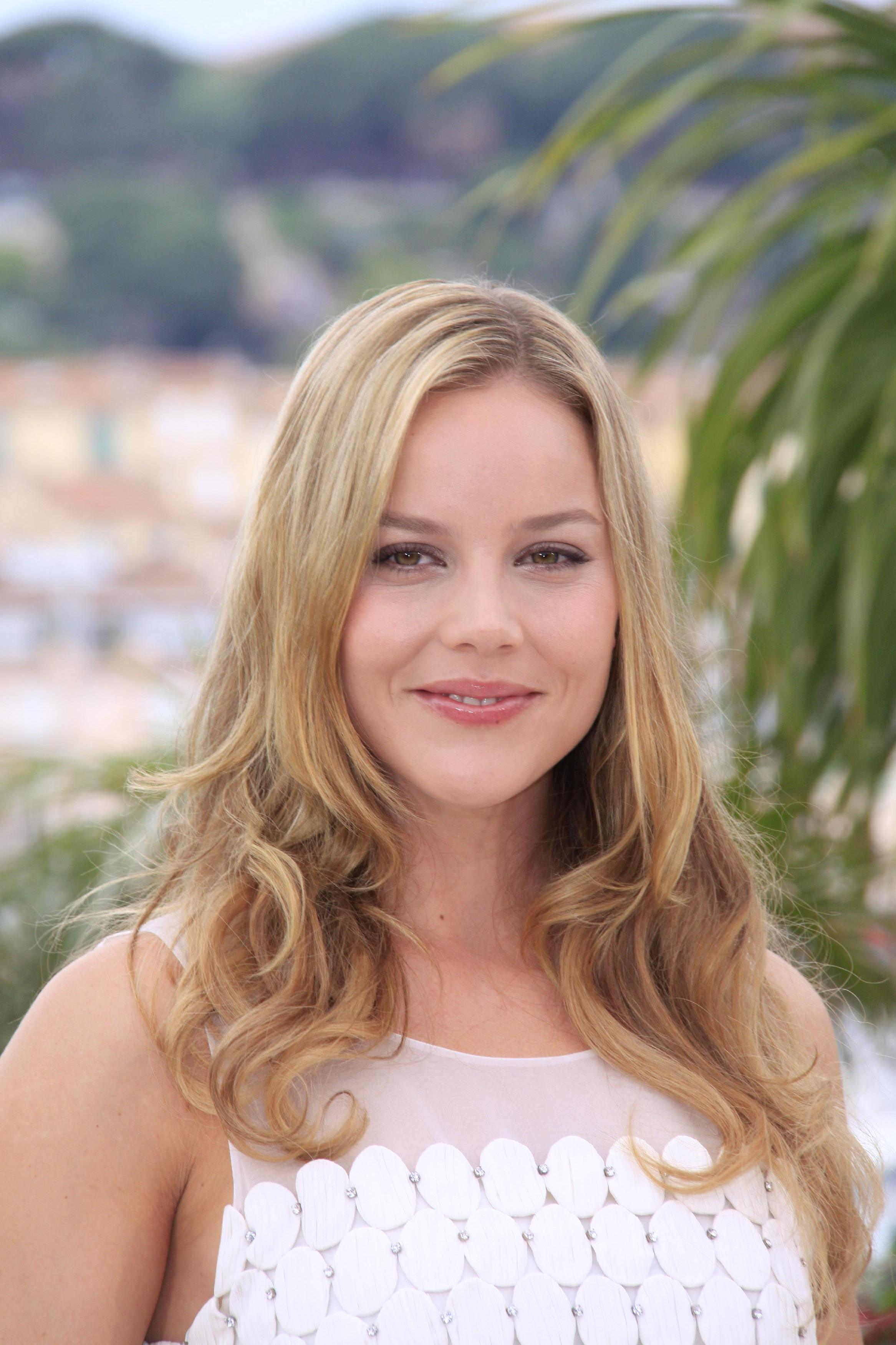 0110160042750_011_44458_abbie_cornish_bright_star_photocall_051_122_.jpg