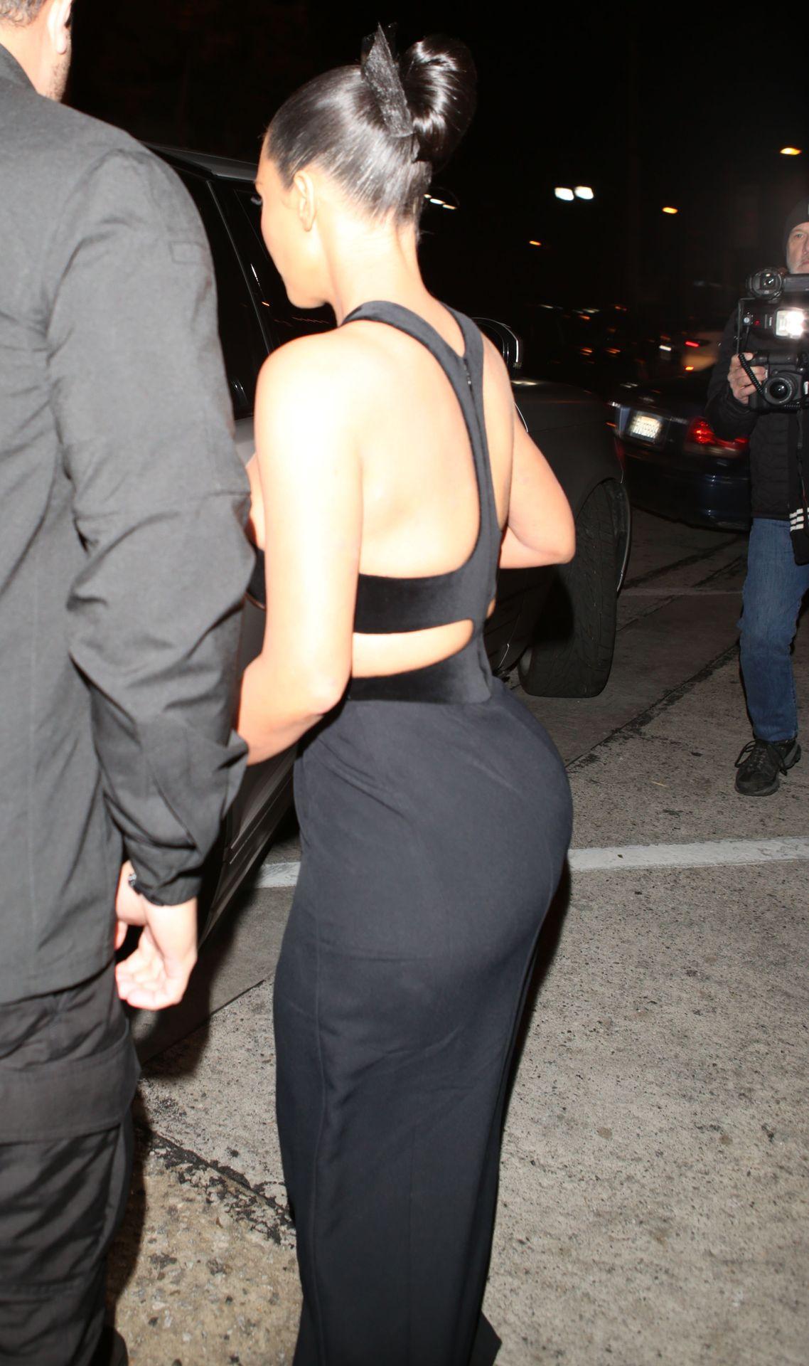 0118180036842_18_Kim-Kardashian-Topless-TheFappeningBlog.com-19.jpg