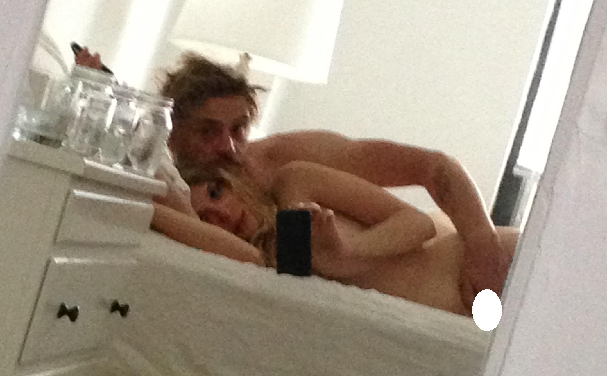 Elizabeth-Olsen-Nude-Sexy-Leaked-TheFappeningBlog.com-3.jpg