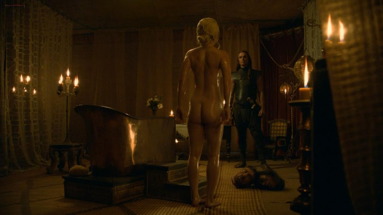 0313180622622_02_Emilia-Clarke-nude-in-the-bath-topless-and-butt-Game-of-Thrones-s3e8-hd720p-10.jpg