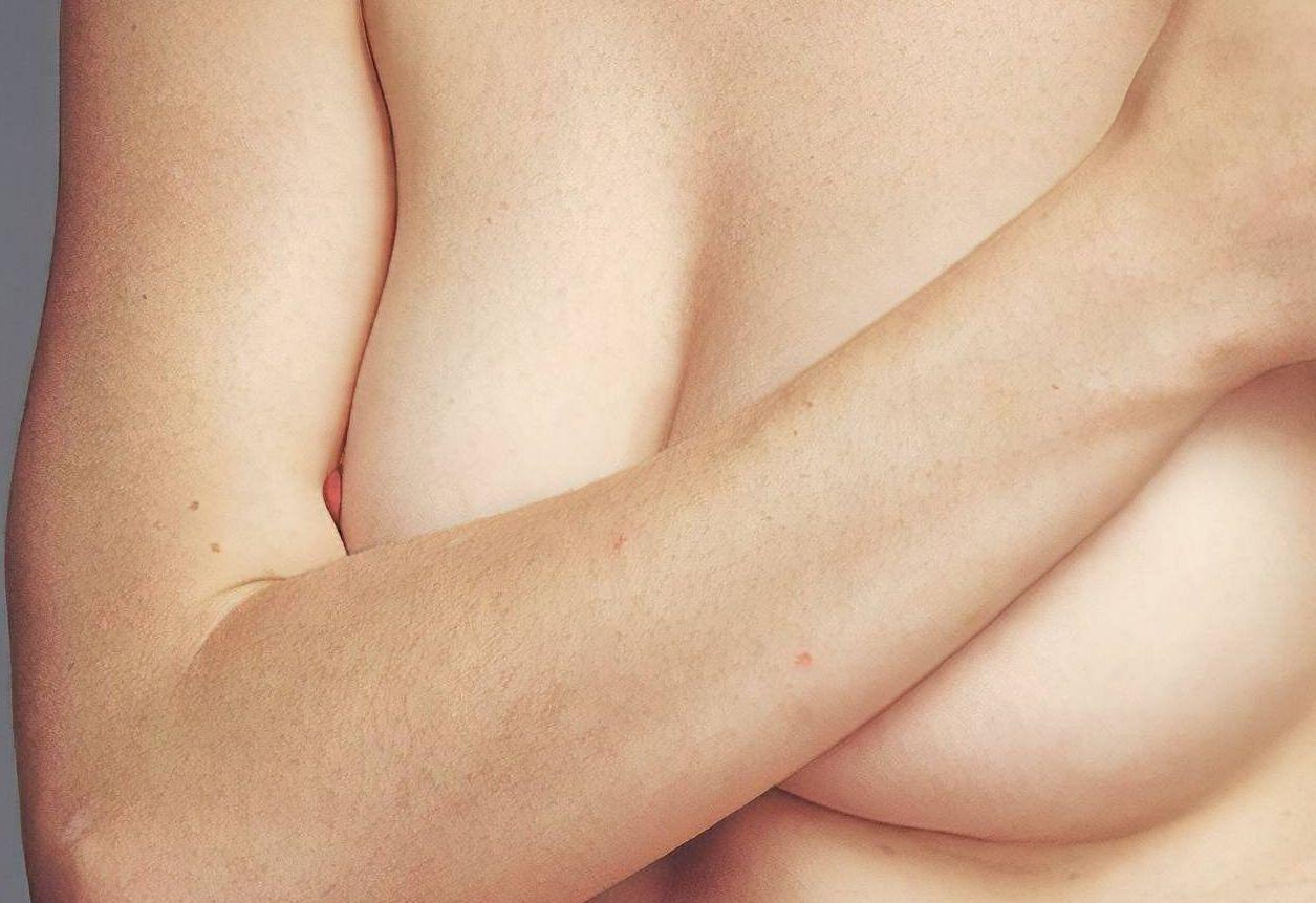 0409122627106_01_Anne-Hathaway-Nude-zoom-thefappeningblog.com-1.jpg