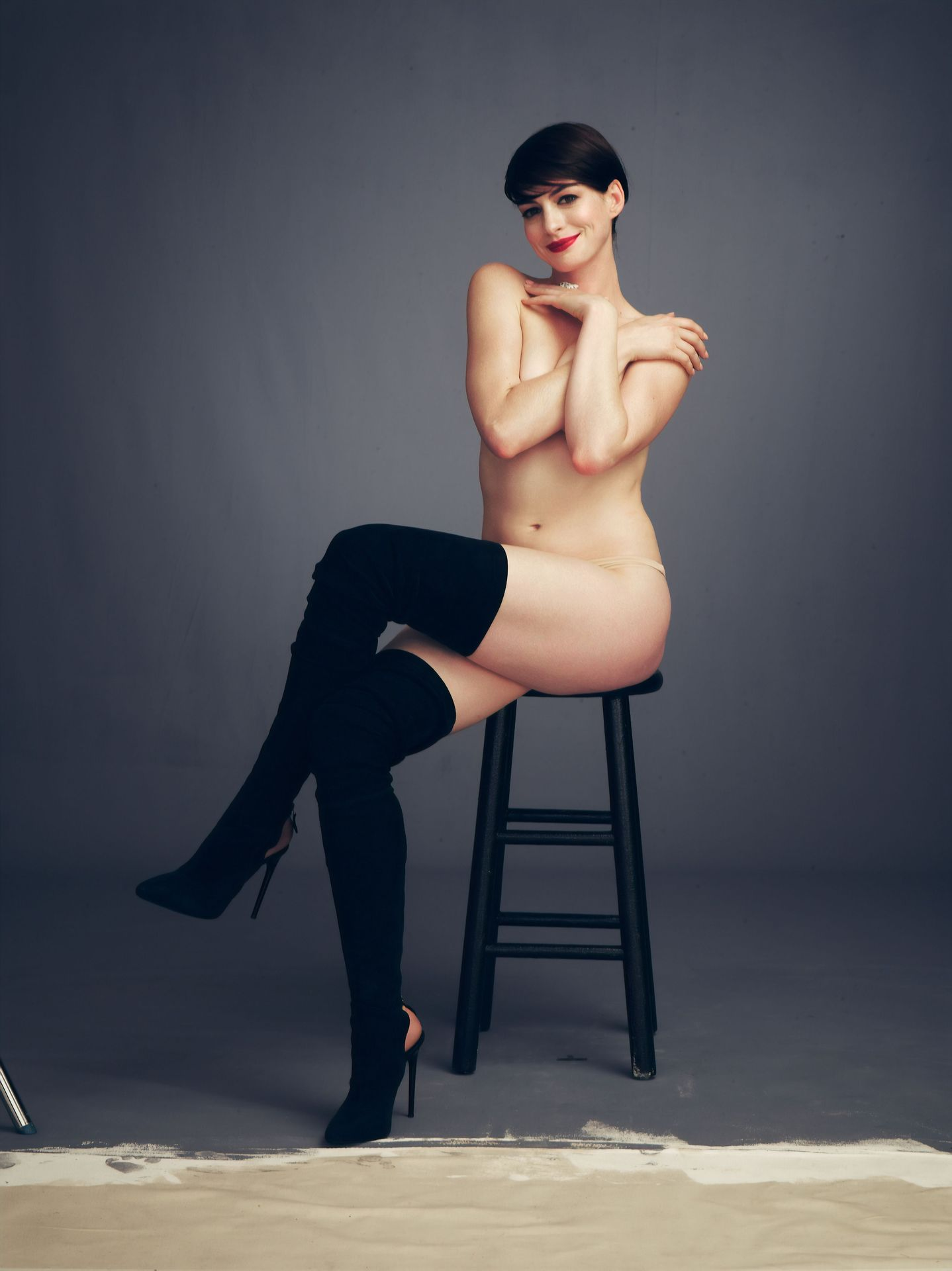 0409122627106_10_Anne-Hathaway-Nude-Sexy-TheFappeningBlog.com-10.jpg