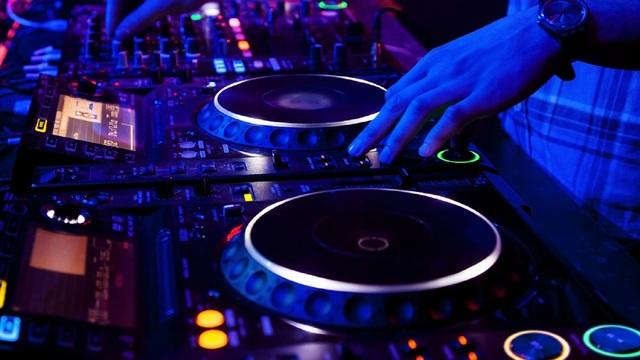 Почему выгодно слушать музыку в режиме онлайн