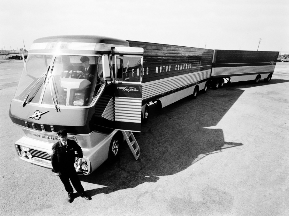 Ford_Gas_Turbine_Truck3.jpg