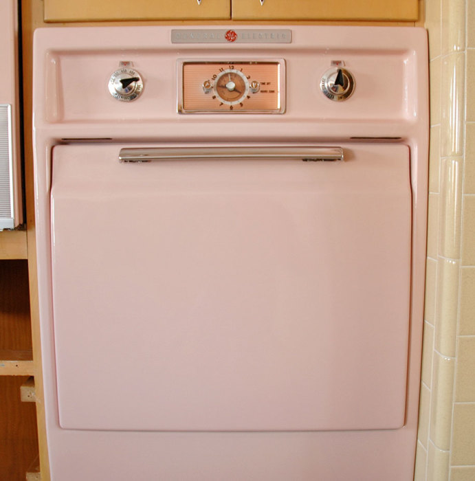 retro-50s-kitchen-pink-nathan-chandler13.jpg