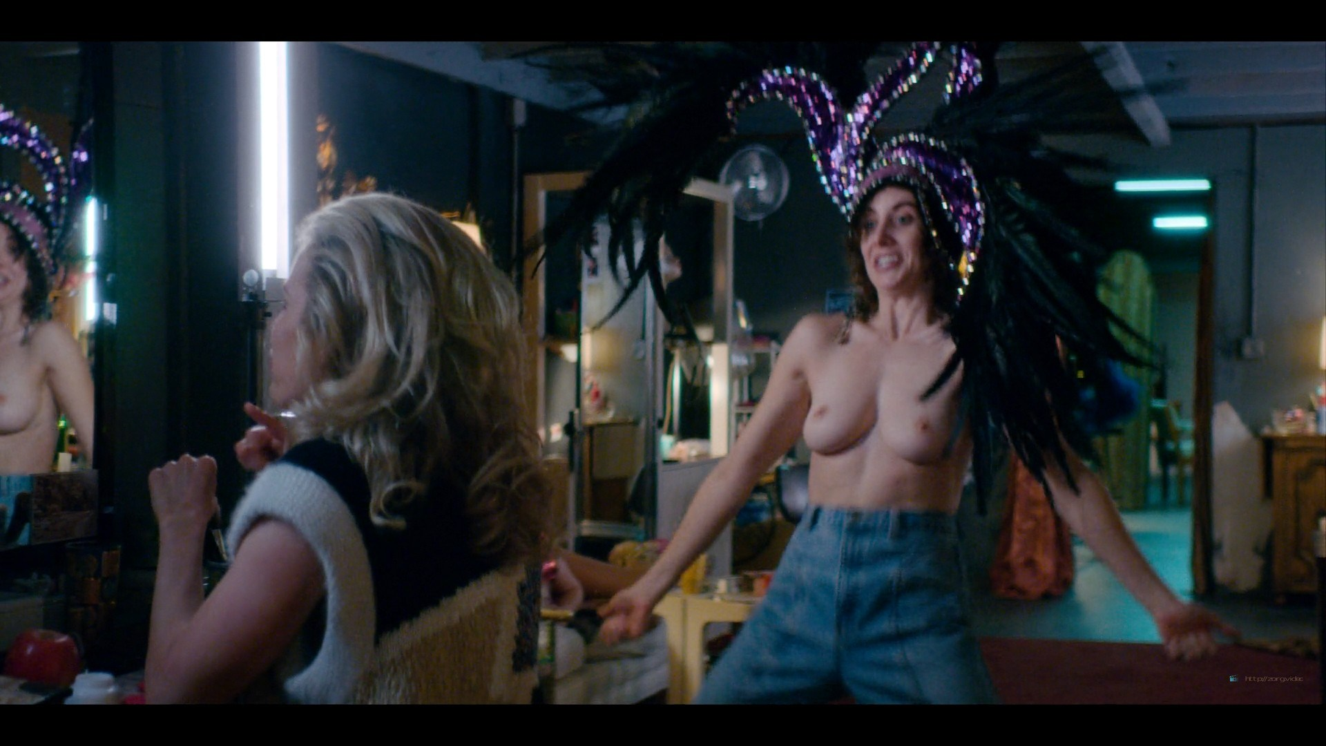 0710213435174_08_Alison-Brie-nude-topless-and-sexy-Glow-2019-S3-HD-1080p-Web-0008.jpg