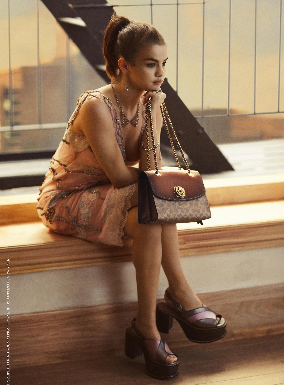 Selena-Gomez-Beautiful-Feet-Image.jpg